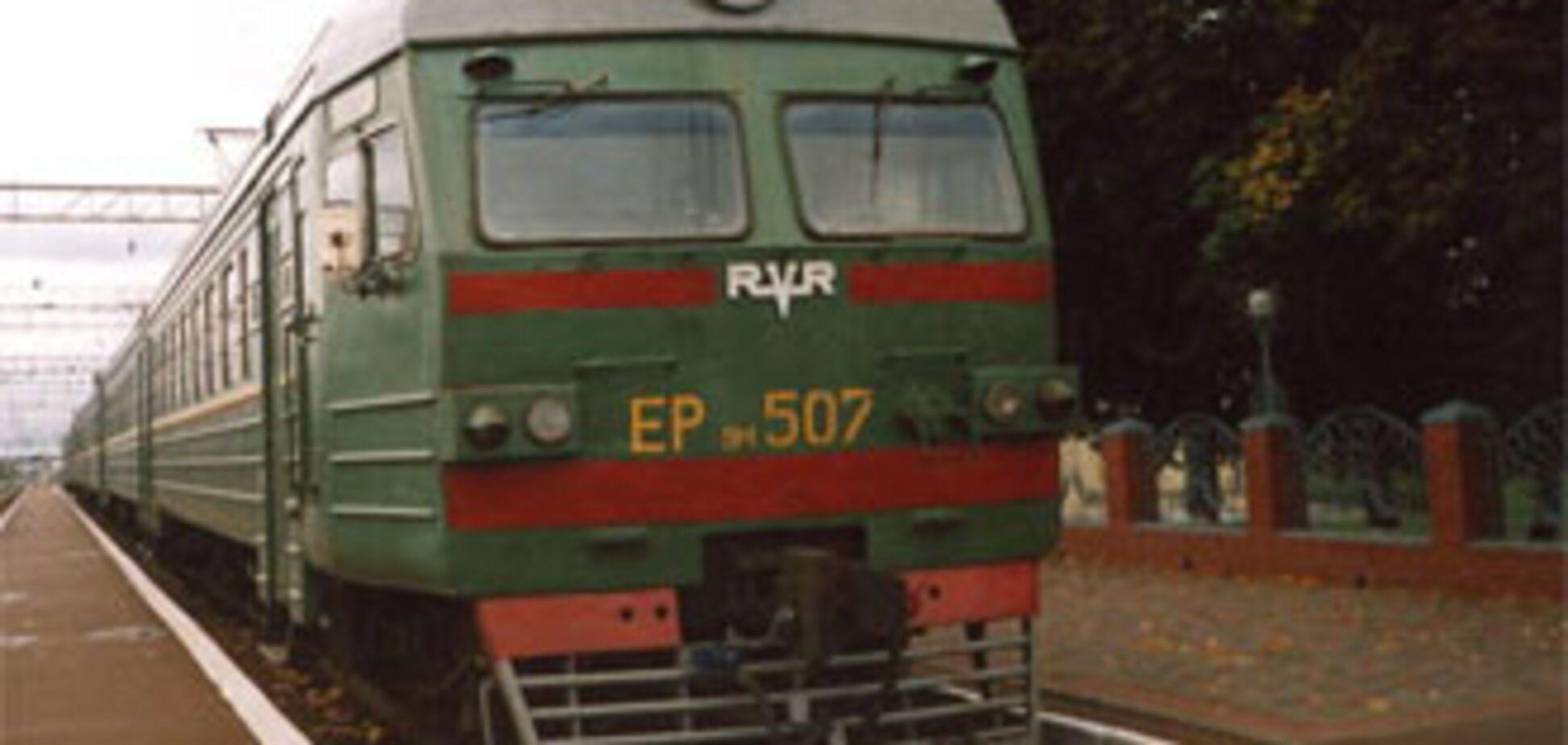 П'ятирічну дівчинку кинули під поїзд