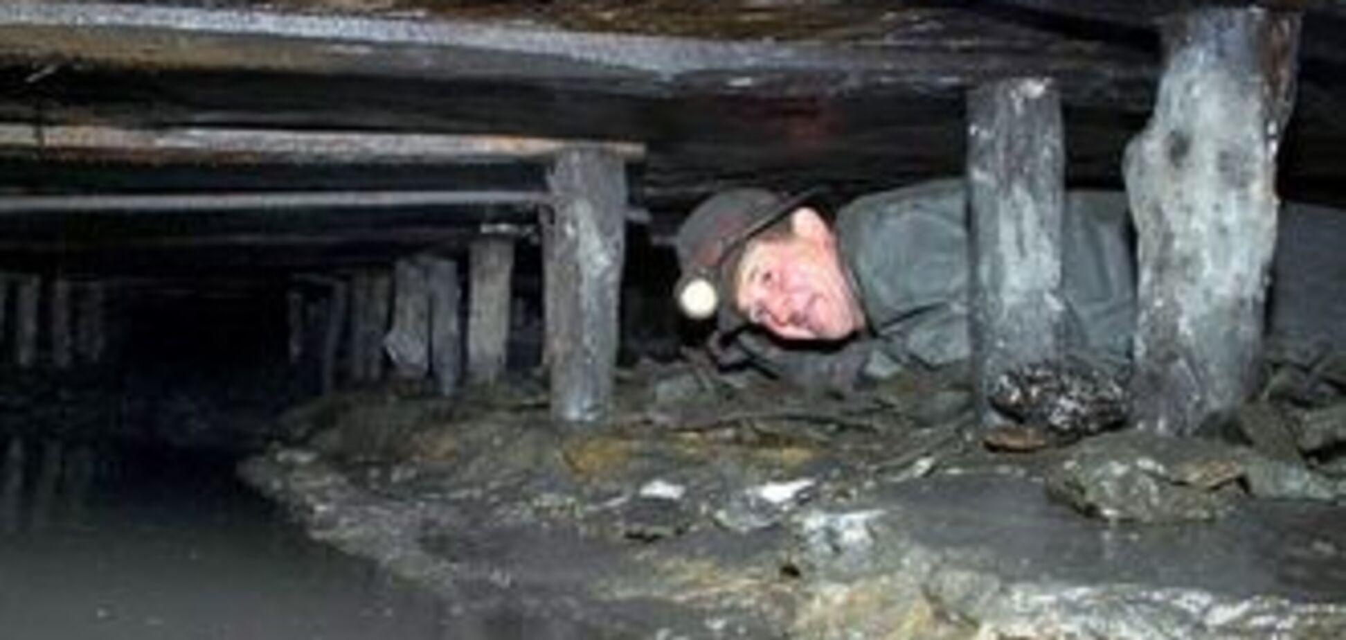 Рекетири вимагають гроші у сімей загиблих шахтарів