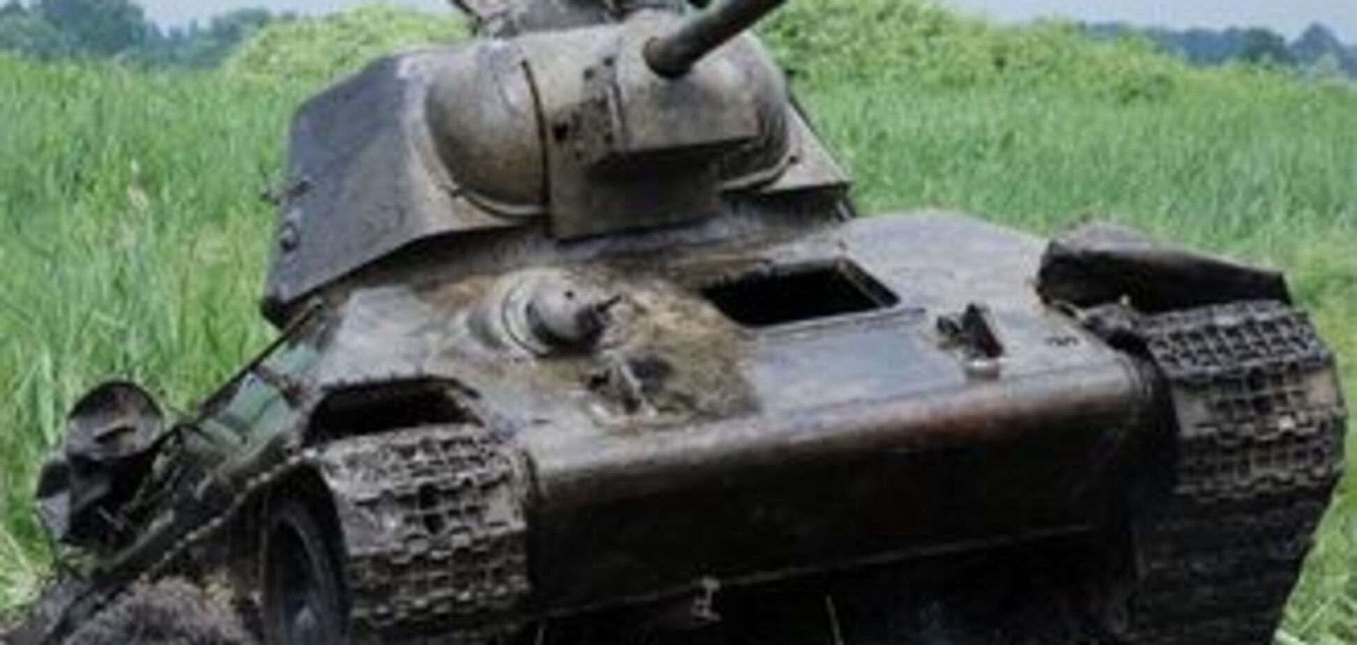 Жінка на іномарці ледь не збила Т-34 на Хрещатику