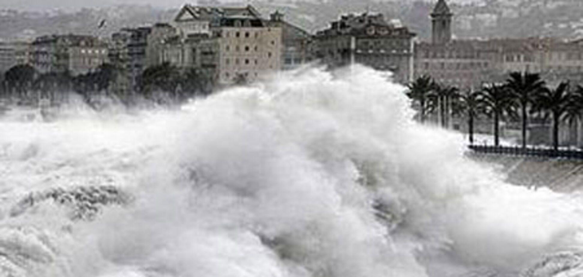 Гигантские волны лишили Лазурный берег  ресторанов