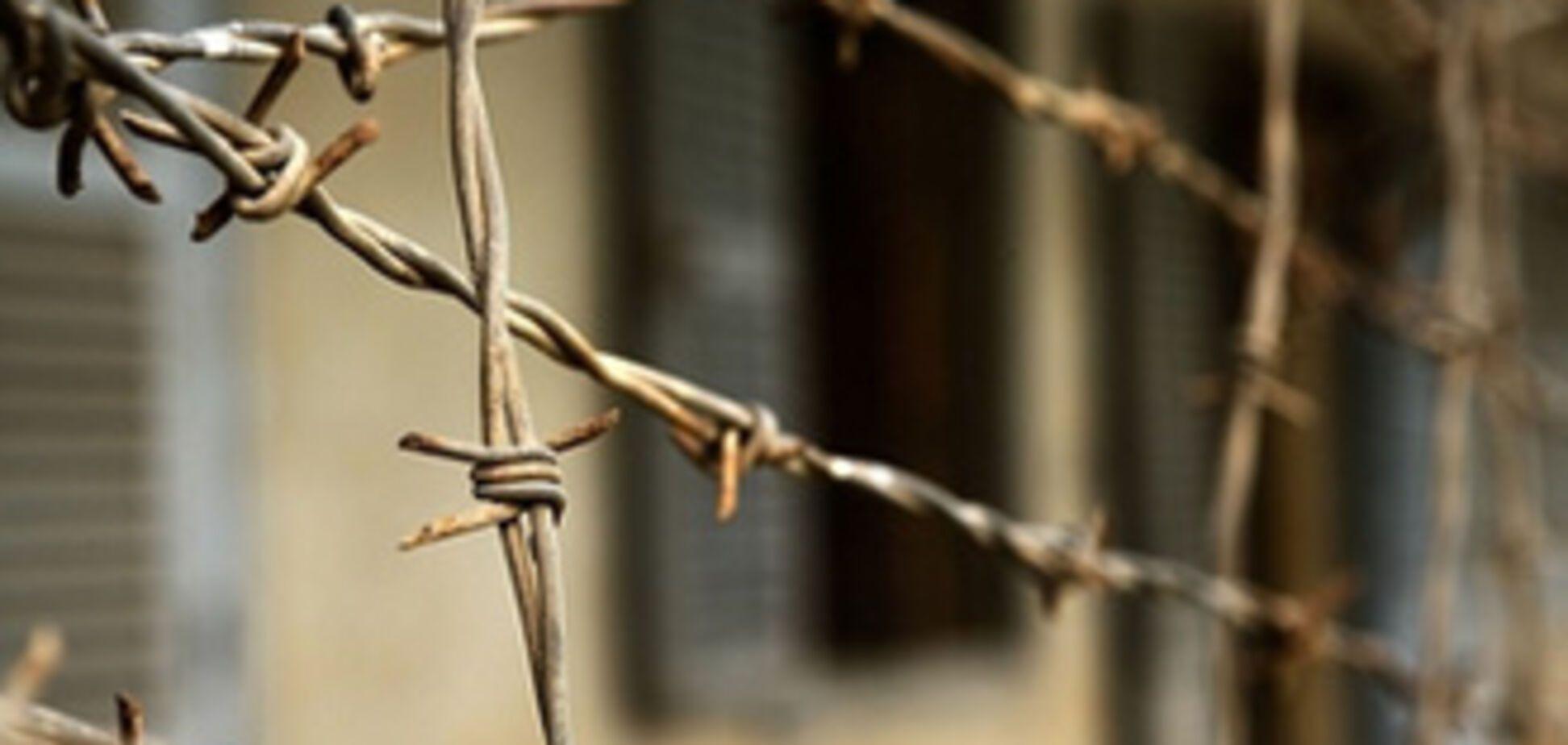 Ув'язнений задушив на побаченні дружину і повісився