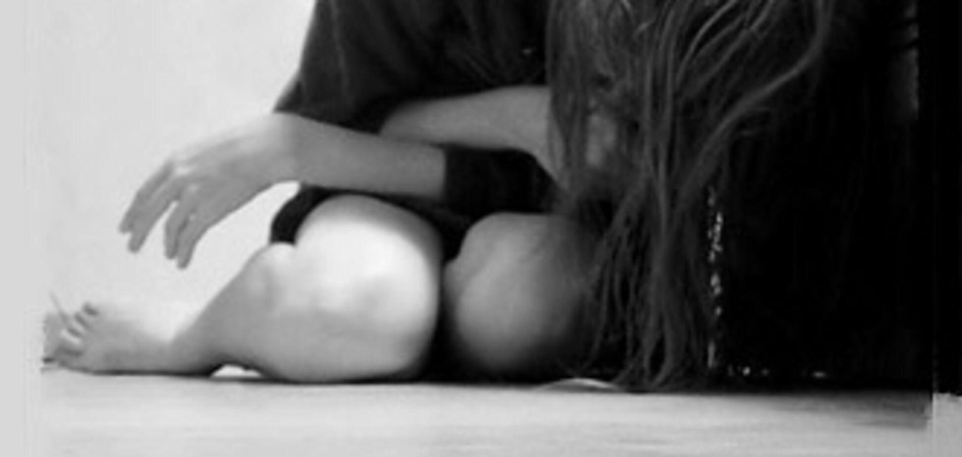 На пляжі троє молодиків згвалтували дівчину