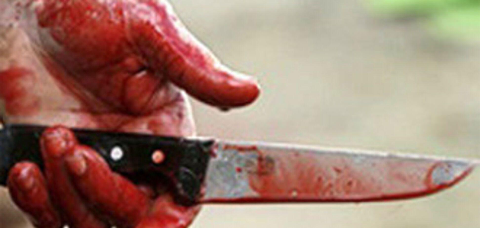 Из-за постельного белья мужчина убил соседа и покалечил жену