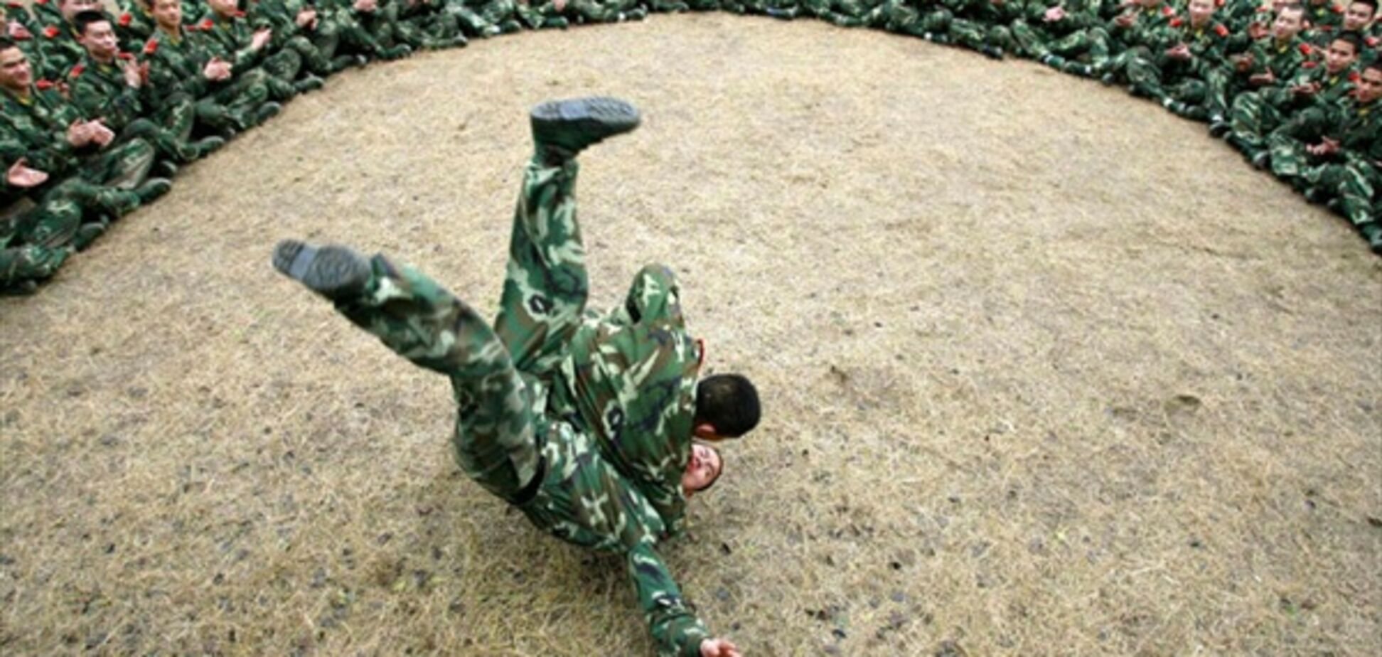 Расстрел террориста, захватившего девушку в Китае. ВИДЕО