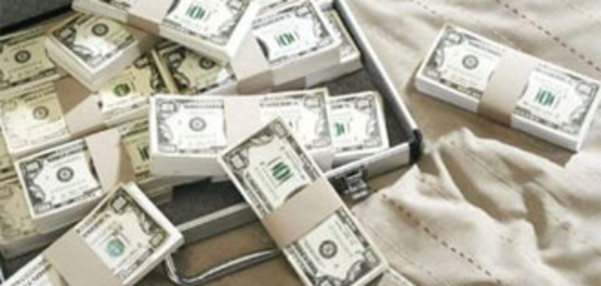 Чиновники оформили собі мільйонну зарплату