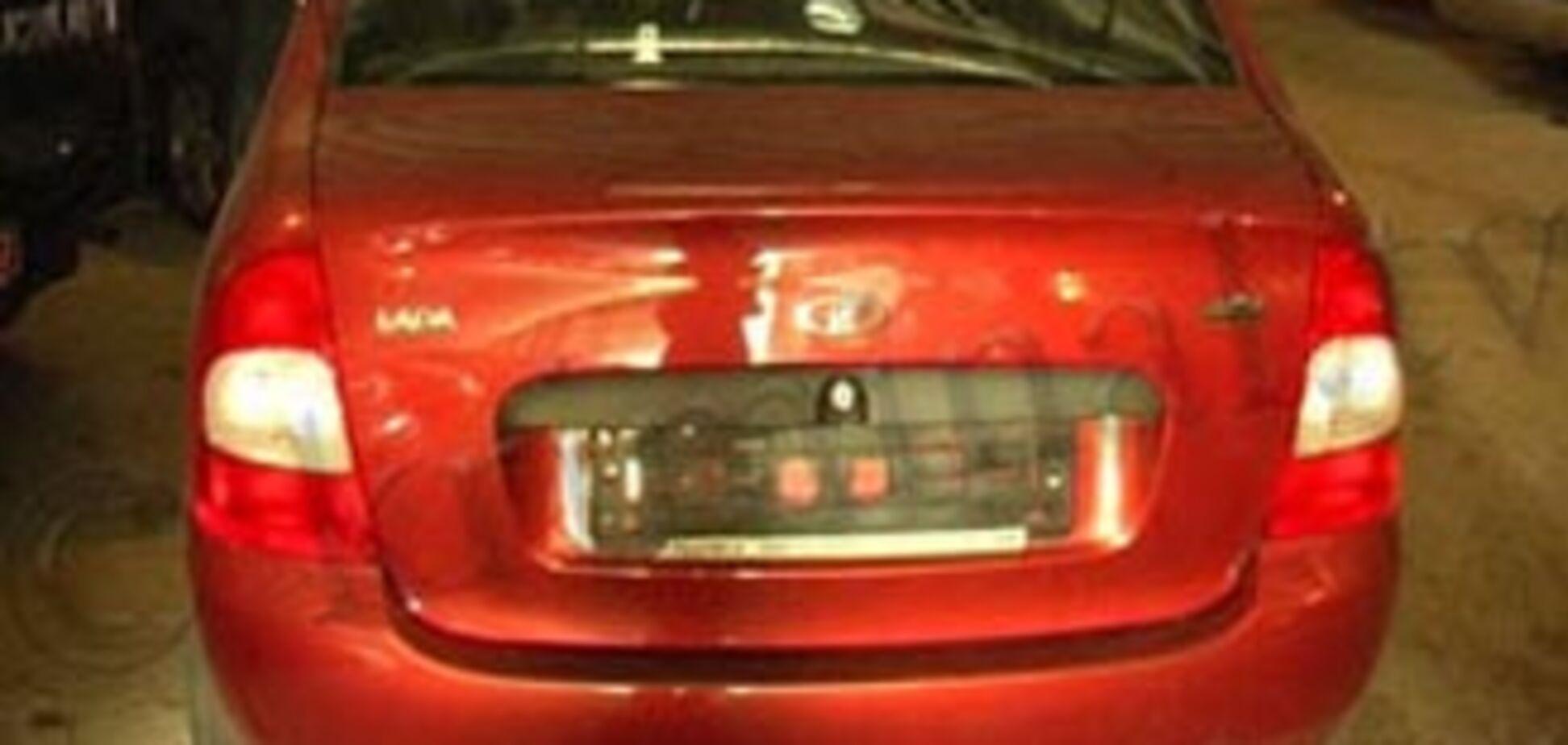 Власники машин дізнавалися про крадіжку від міліціонерів