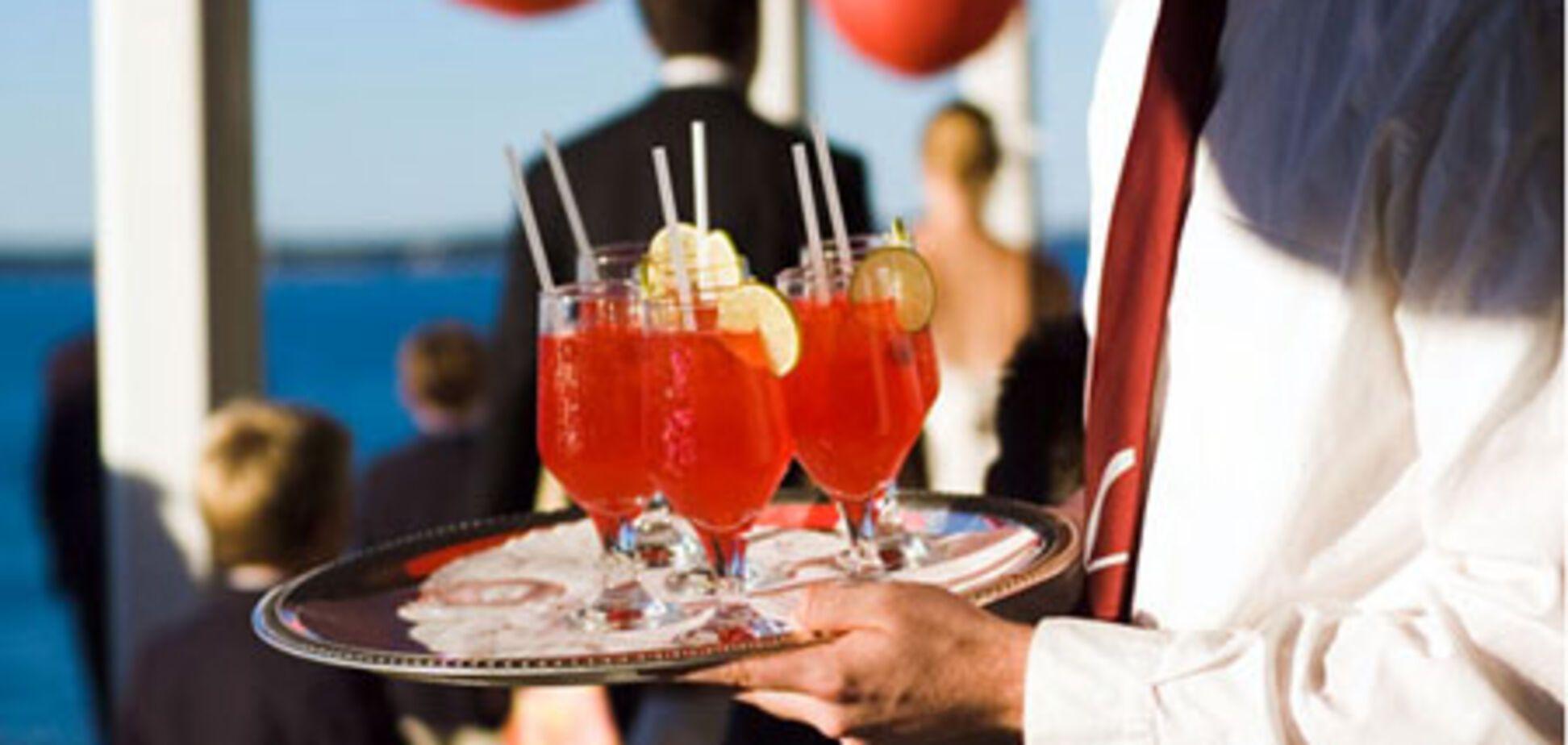 Пообедать в недешевых заведениях теперь можно с собственным алкоголем