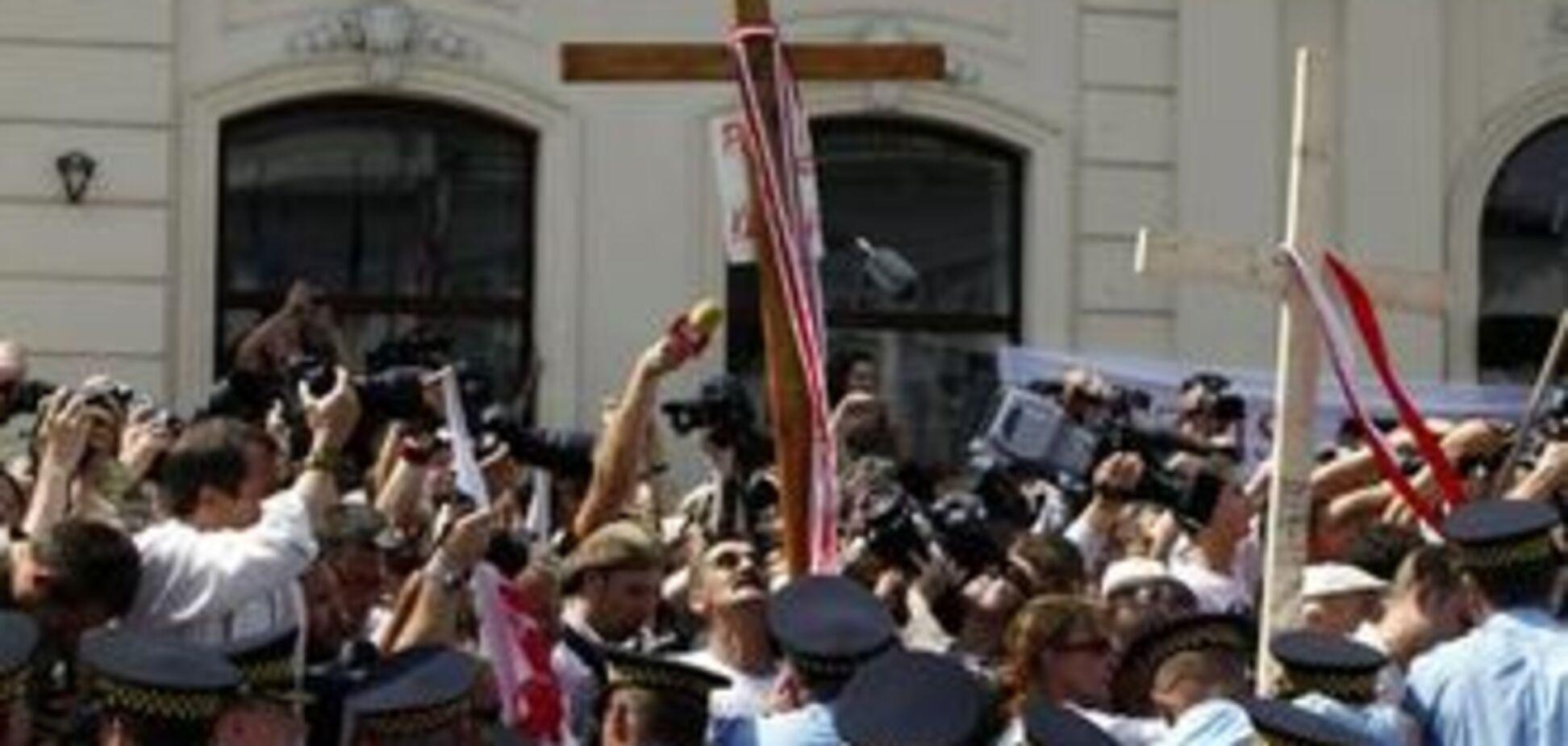 У Варшаві провели мітинг протесту проти хреста Качинському