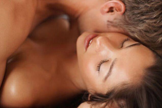 Она наслаждается всей гаммой, от нежного шепота до щекотки, от чувственного возбуждения до сладострастия.