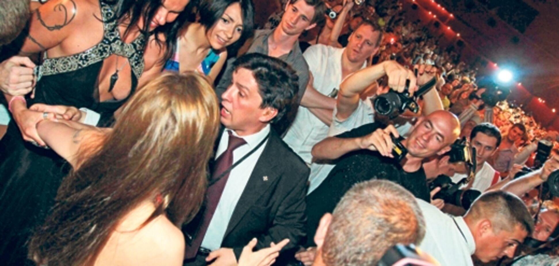 Анджелина Джоли стала жертвой атаки поклонницы