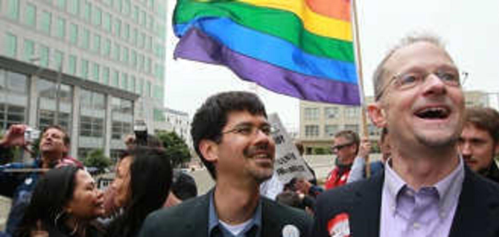 У Каліфорнії дозволили одностатеві шлюби