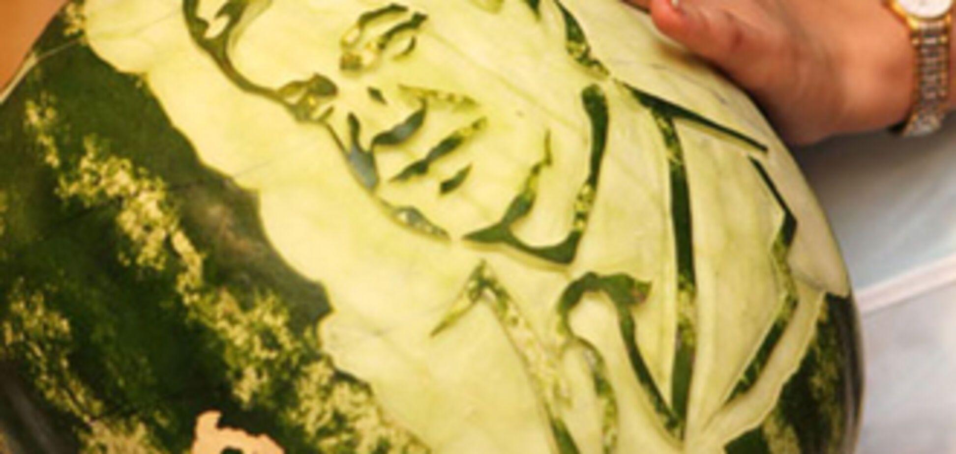 Художник створив портрет Януковича на ... кавуні! ФОТО
