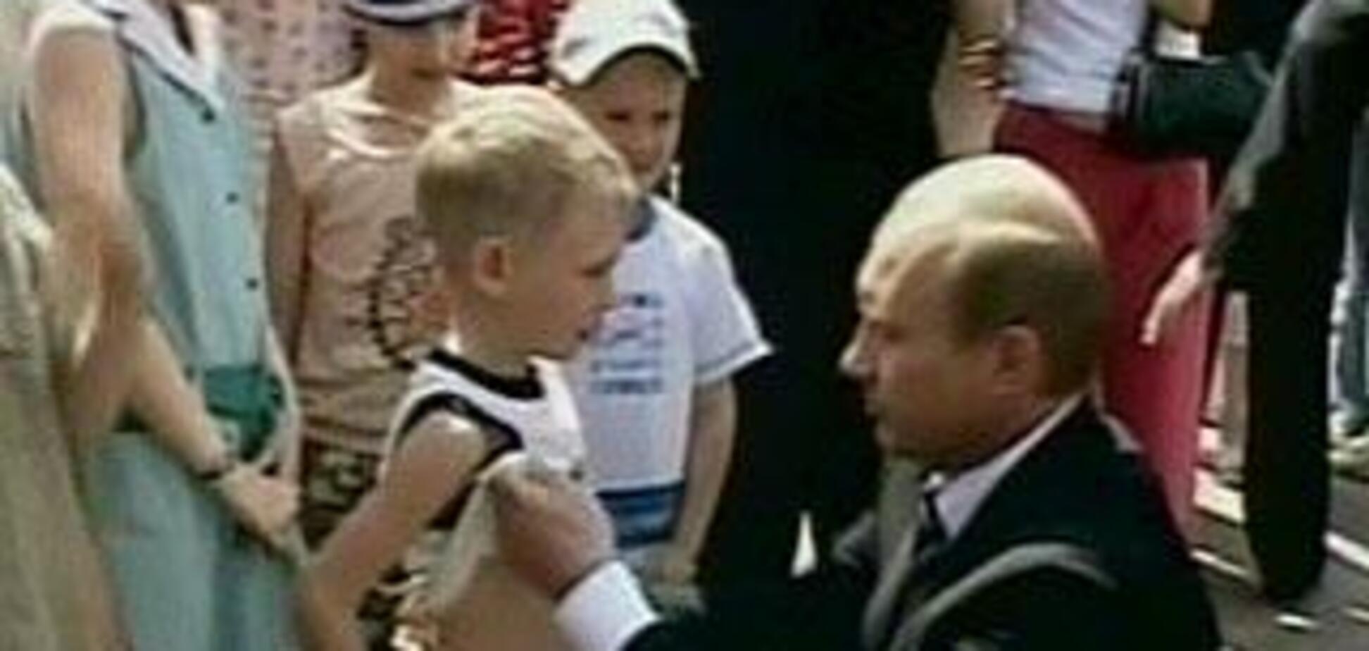 Так сейчас выглядит мальчик,которого Путин поцеловал в живот