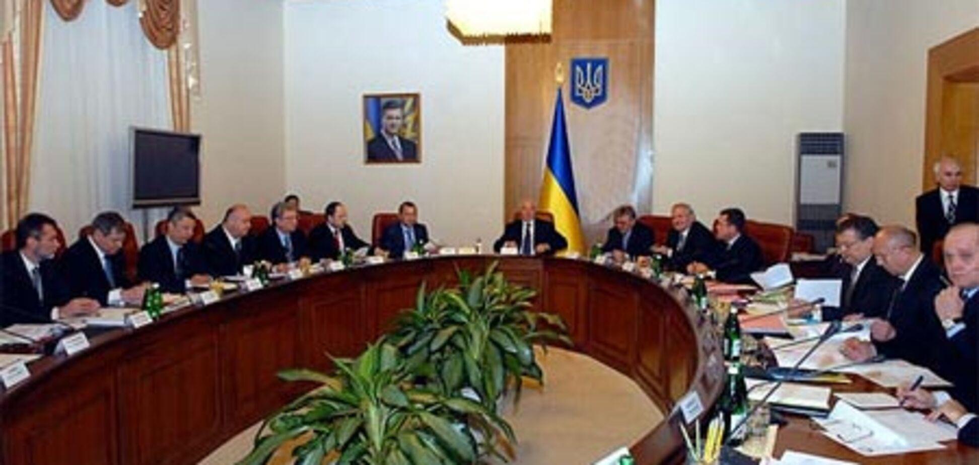 Азаров ждет 'на ковер' пятерых губернаторов