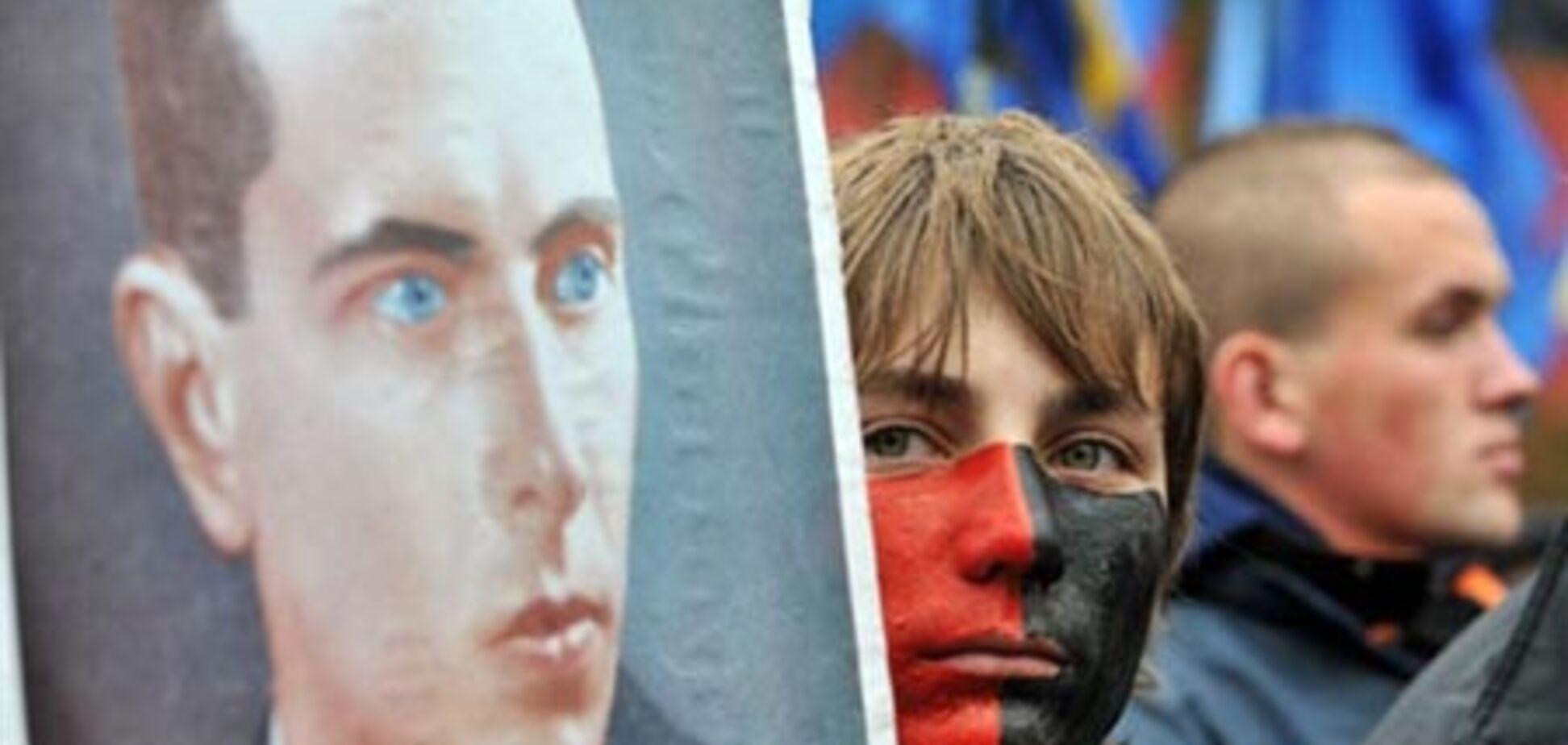 Після Бандери ще 14 Героїв України можуть втратити звання
