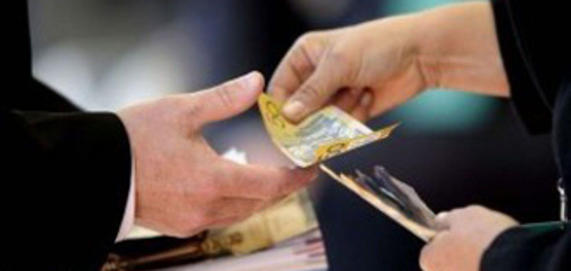 В Одессе завкафедрой вуза попался на взятке в 42 000 грн