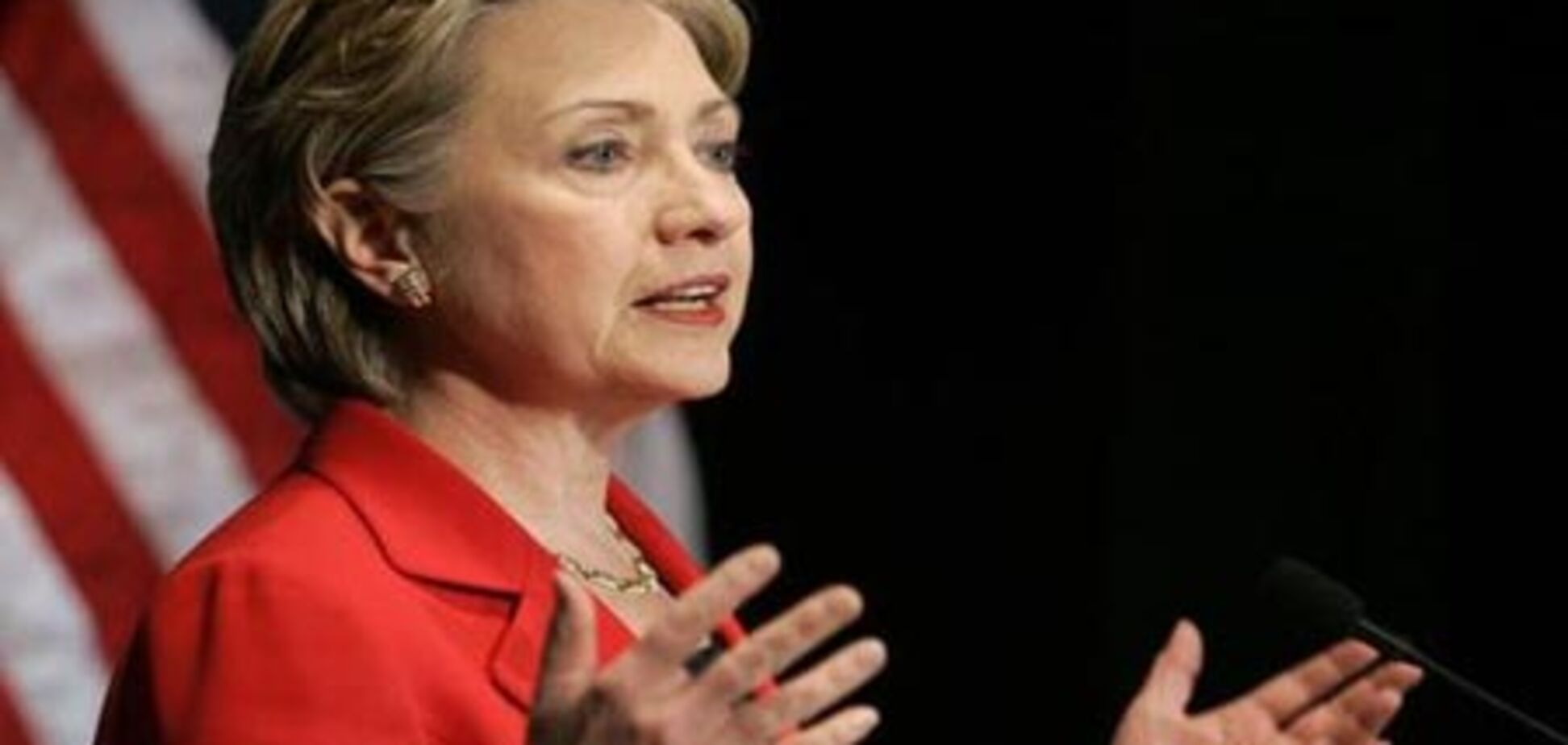 Клінтон відвідала вогнище тероризму і звалилася, входячи в літак