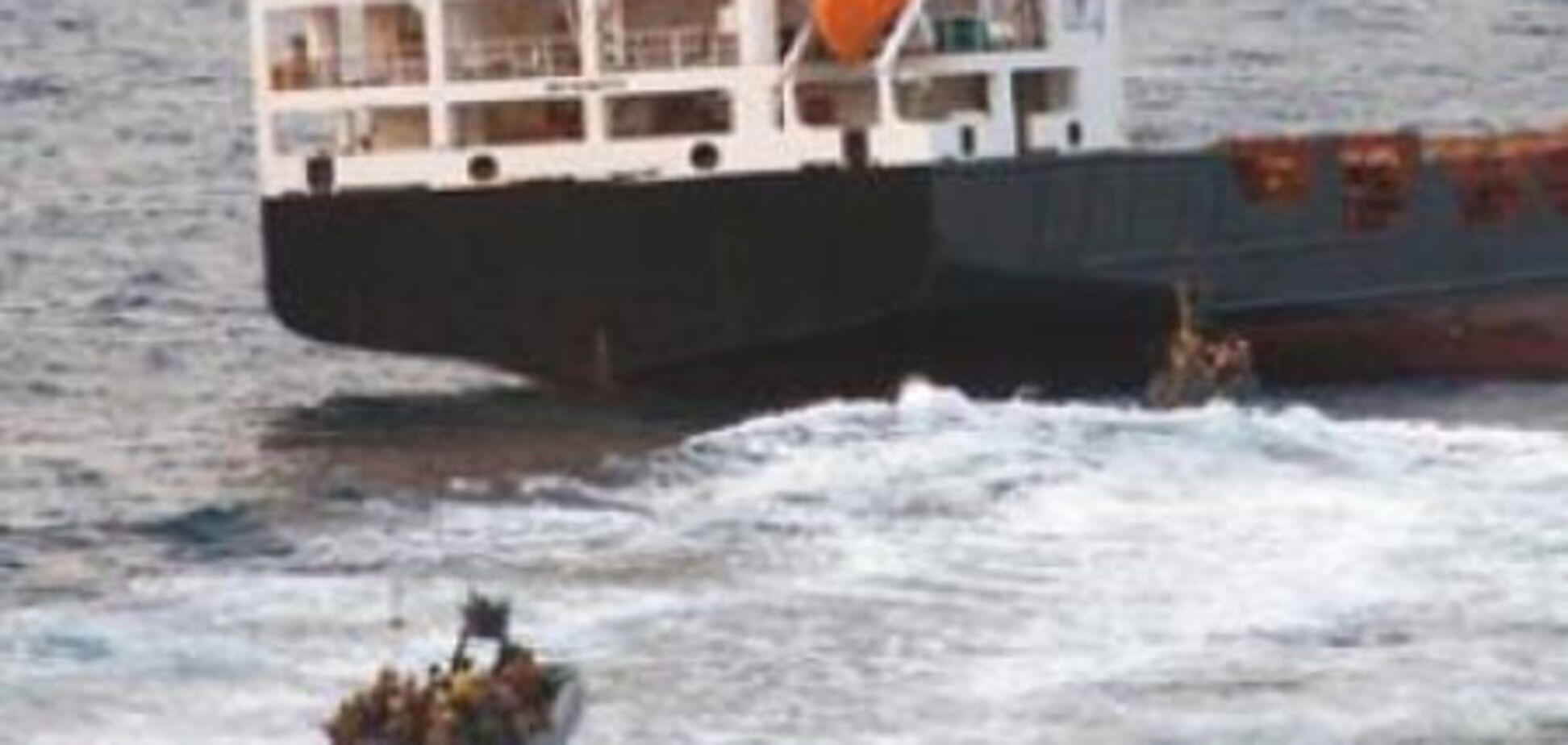 Пірати, які захопили судно з українцями, не виходять на зв'язок