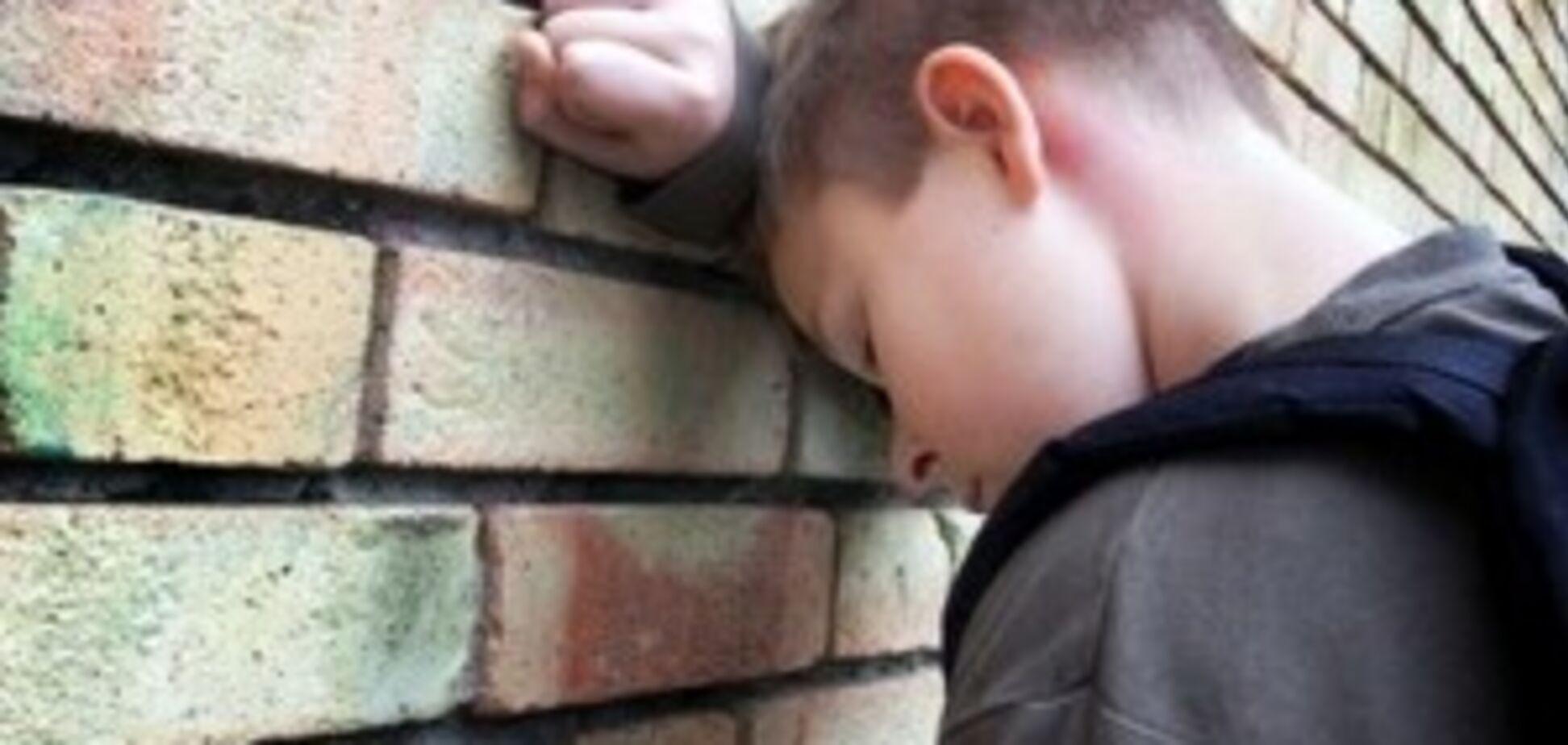 Шестирічного хлопчика посадили до в'язниці