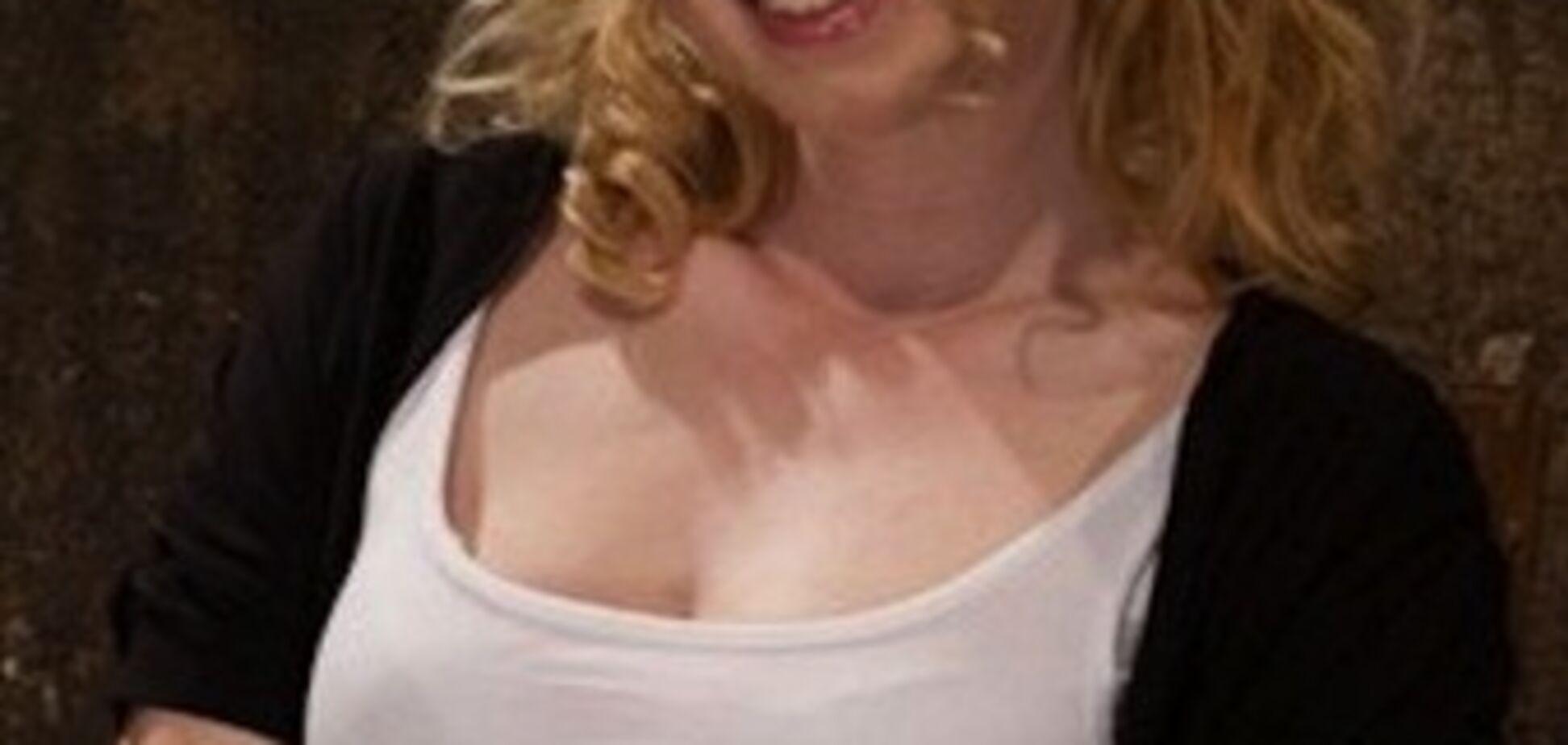 Порнозірку позбавлять невинності в прямому ефірі