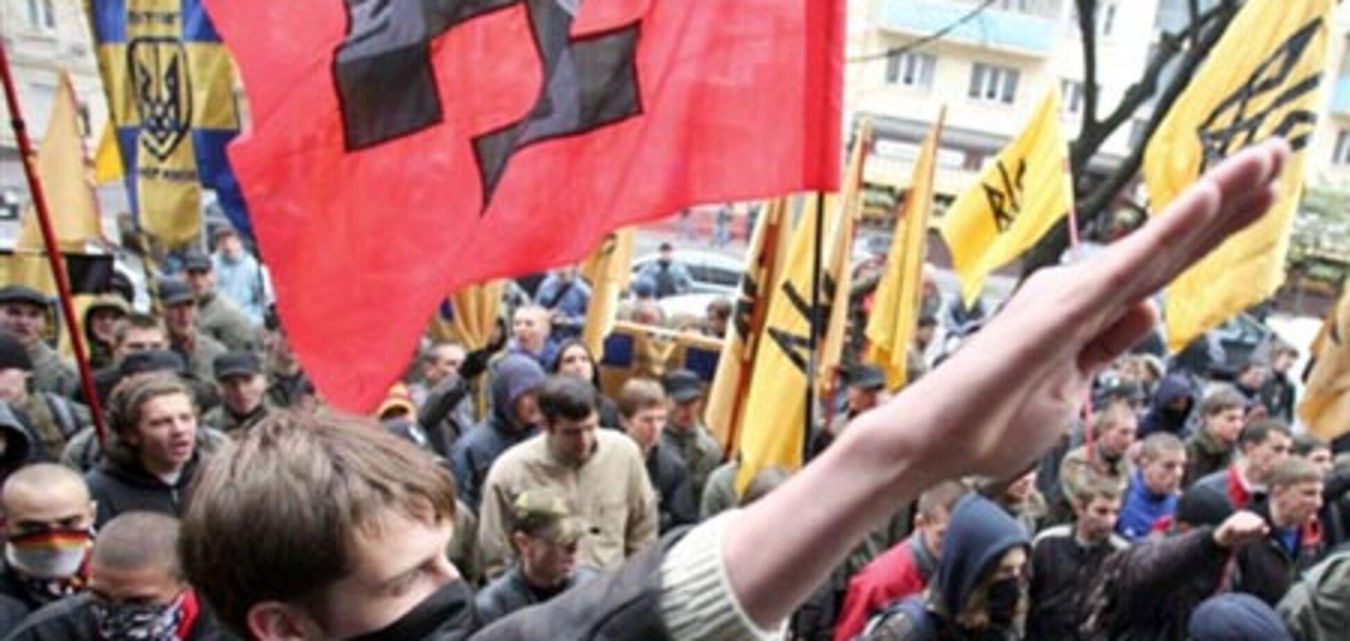 Обурений натовп націоналістів прийшла до Януковича