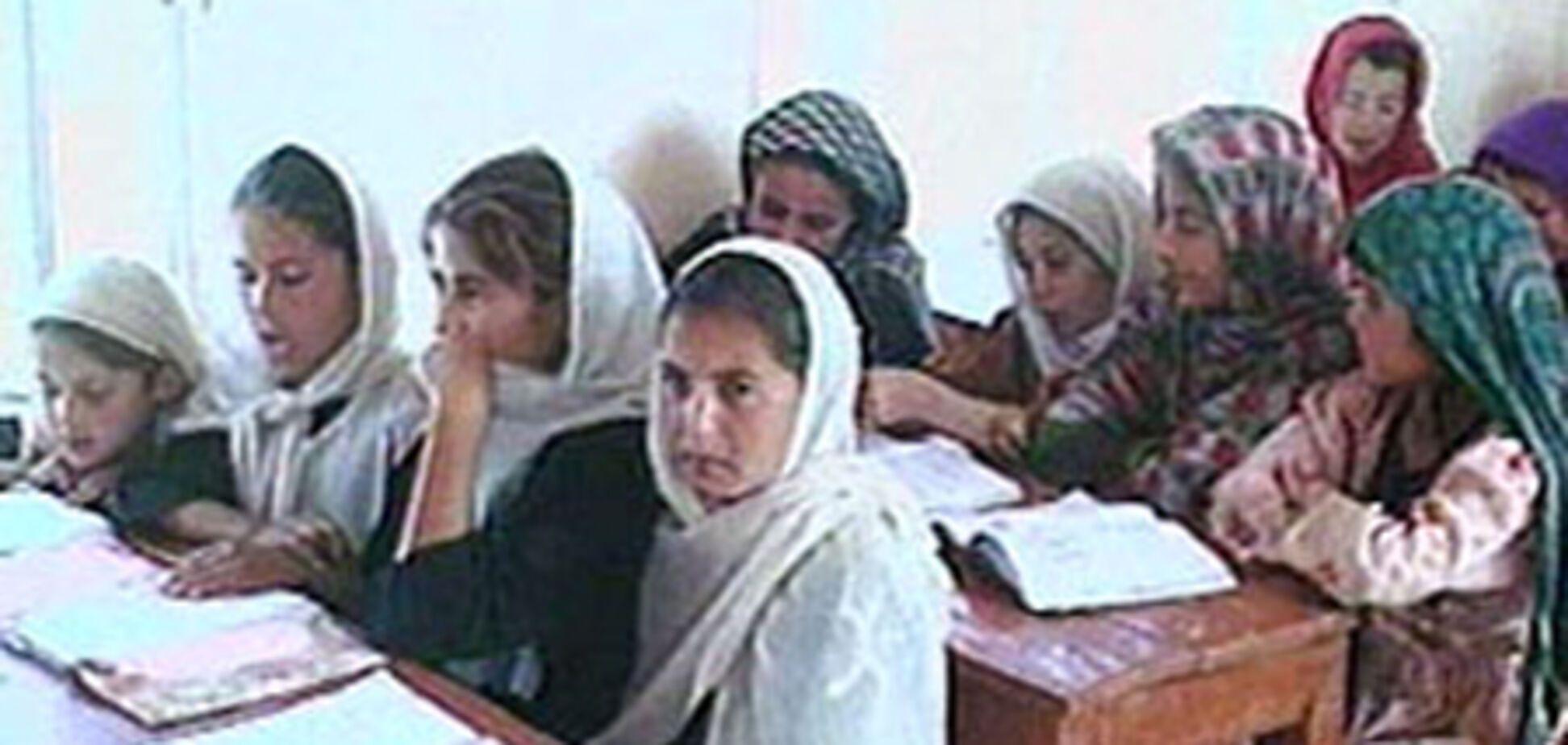 Таліби дозволили дівчаткам вчитися в школах