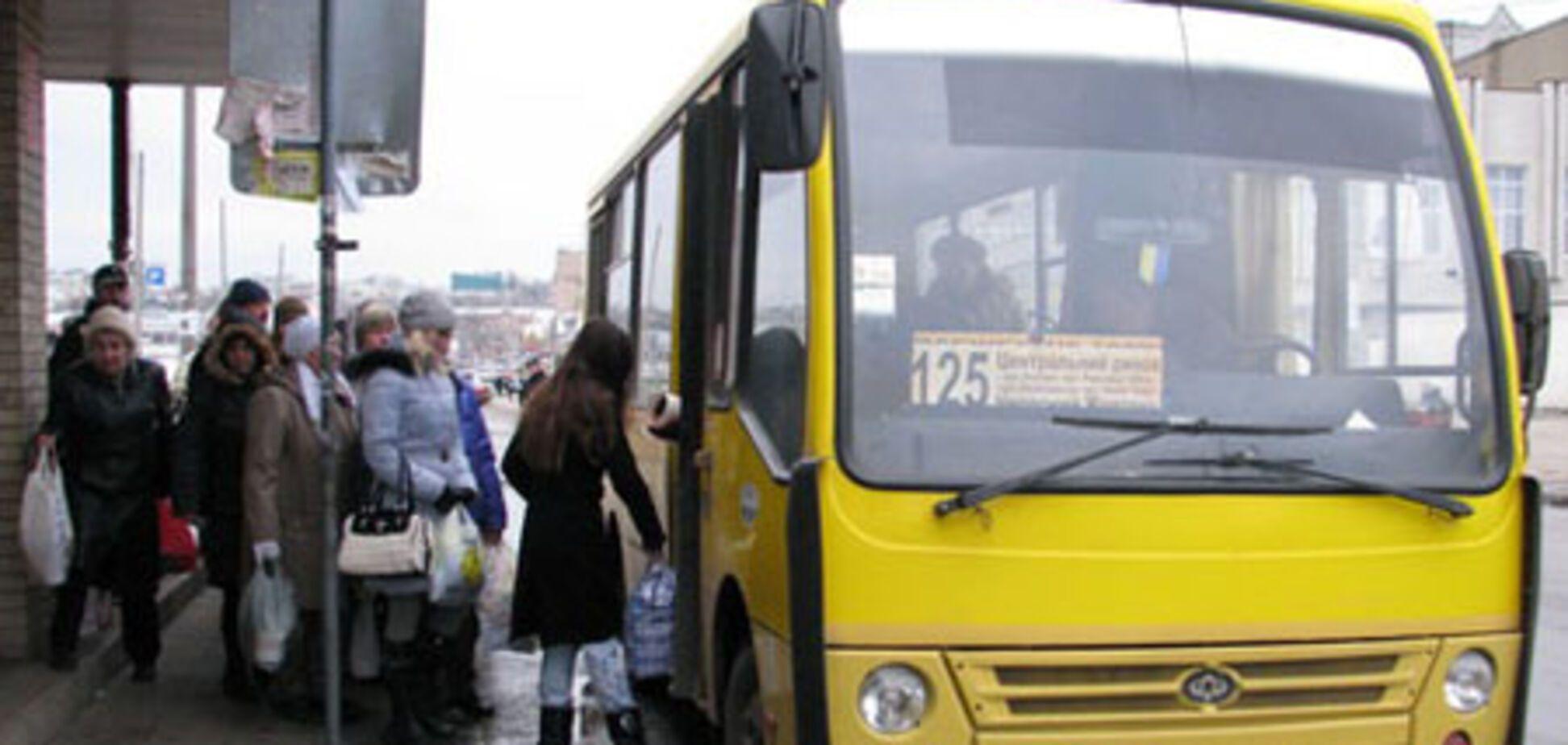 Маршрутчик в Харькове вытолкал пенсионерку из салона