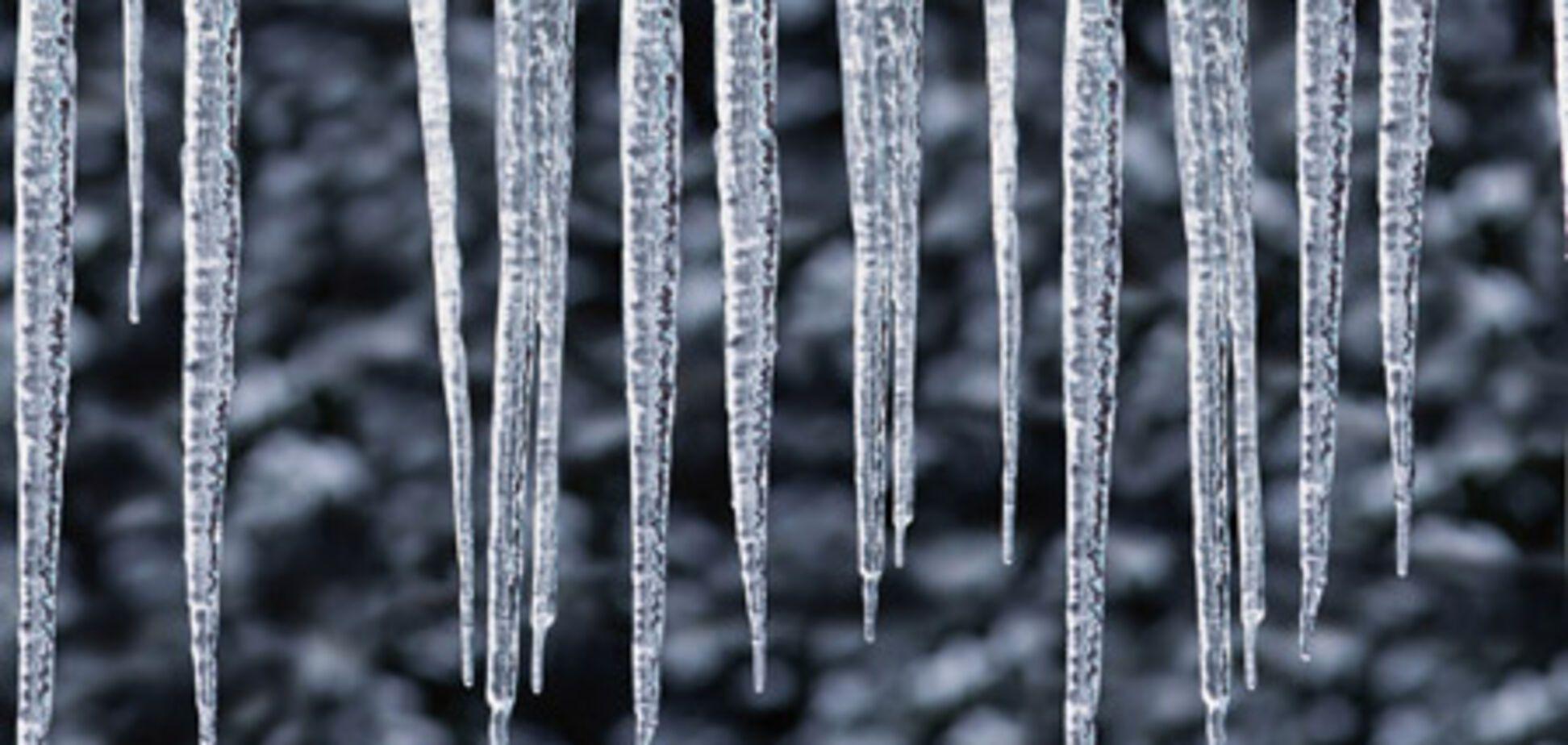 У Москві на людей падають брили льоду