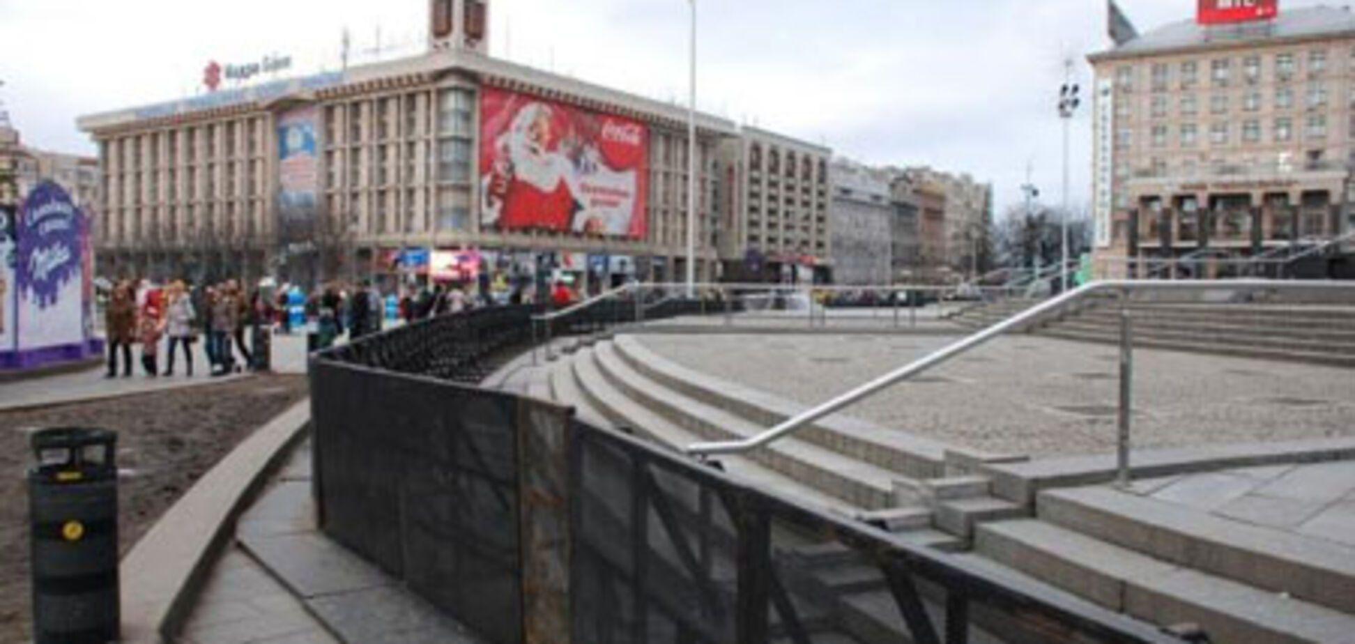 Майдан Незалежності огородили парканом