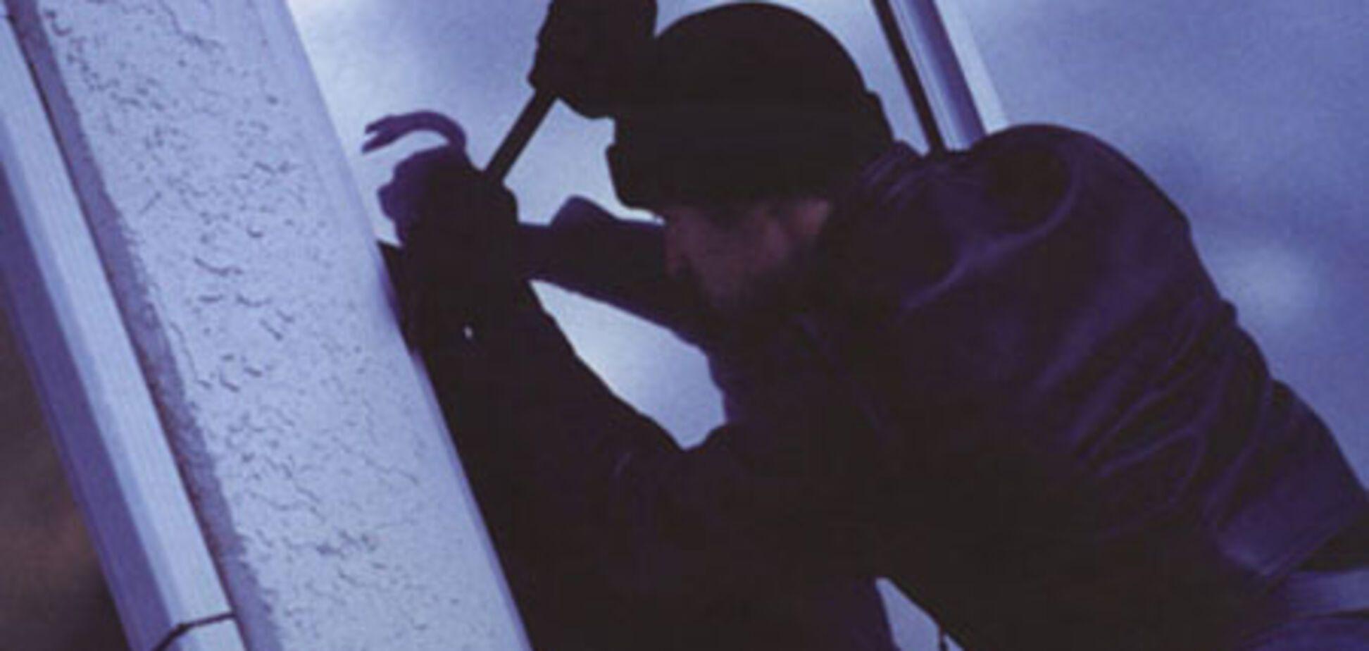 Злодії попросили поліцію витягти їх із застряглого ліфта