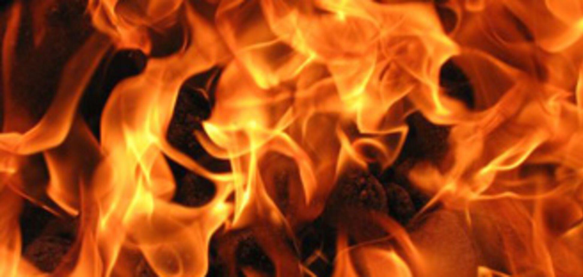 В центре Севастополя дотла сгорел автобус
