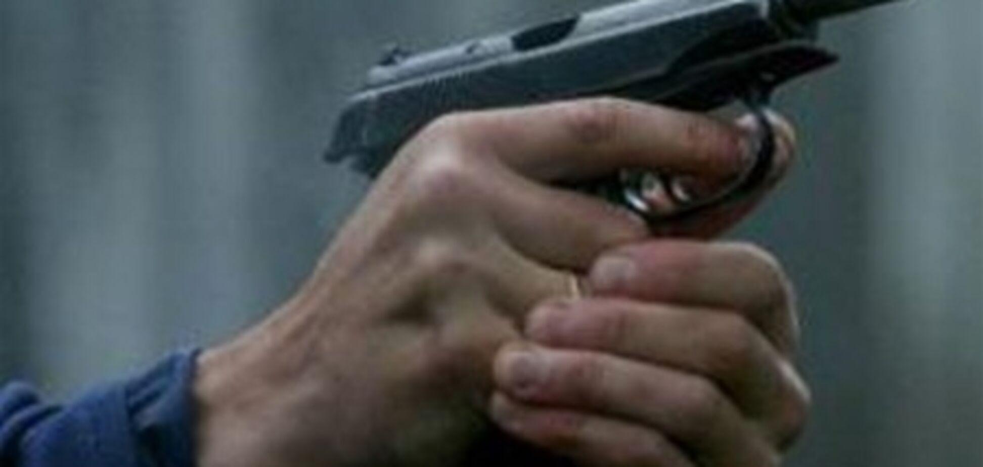 Неизвестный расстрелял мужчину, попавшего с дочкой в ДТП