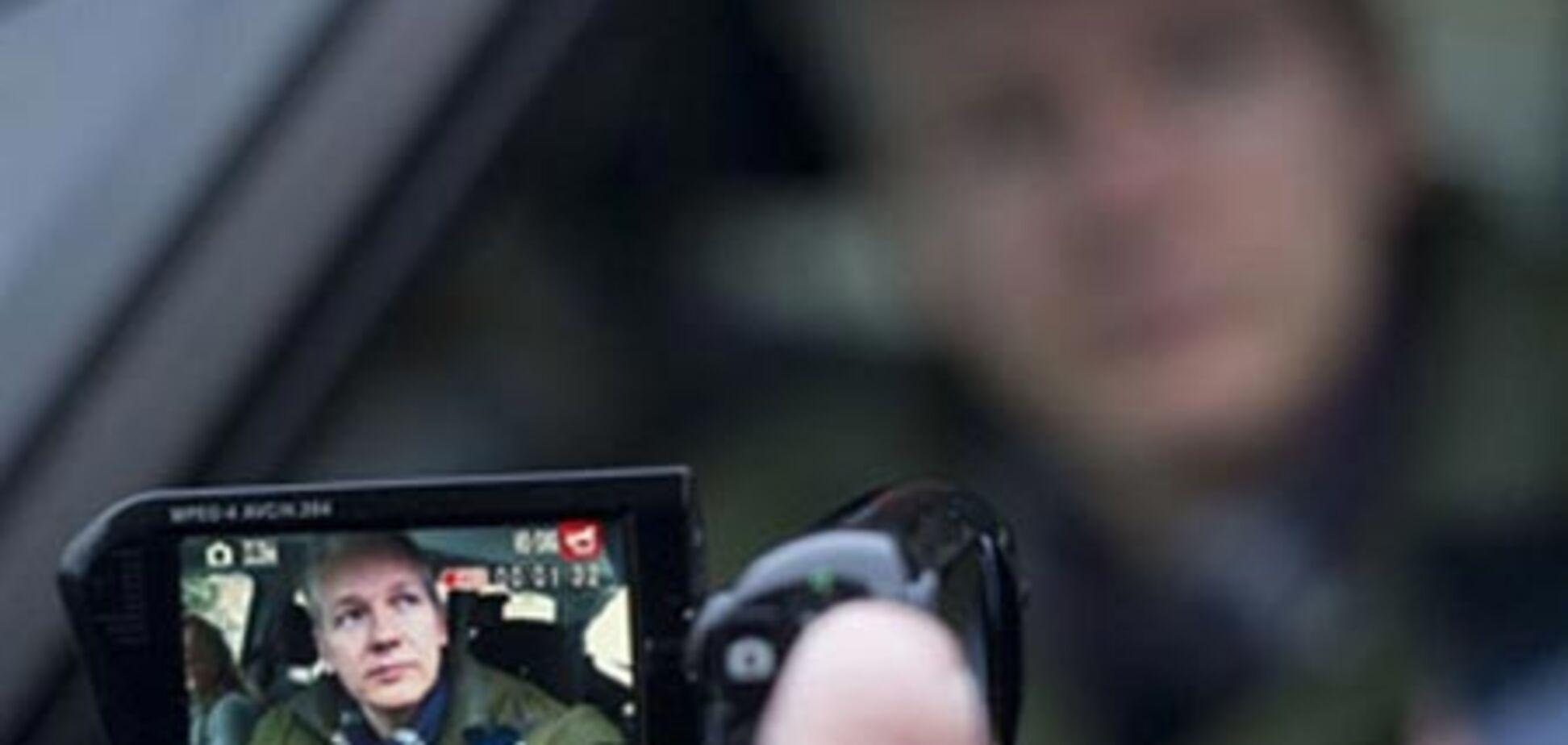 'Друзі WikiLeaks' покликали Ассанжа до Росії