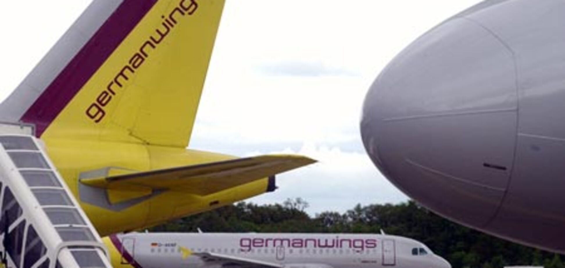 Німецький лоукостер припиняє польоти в Україну