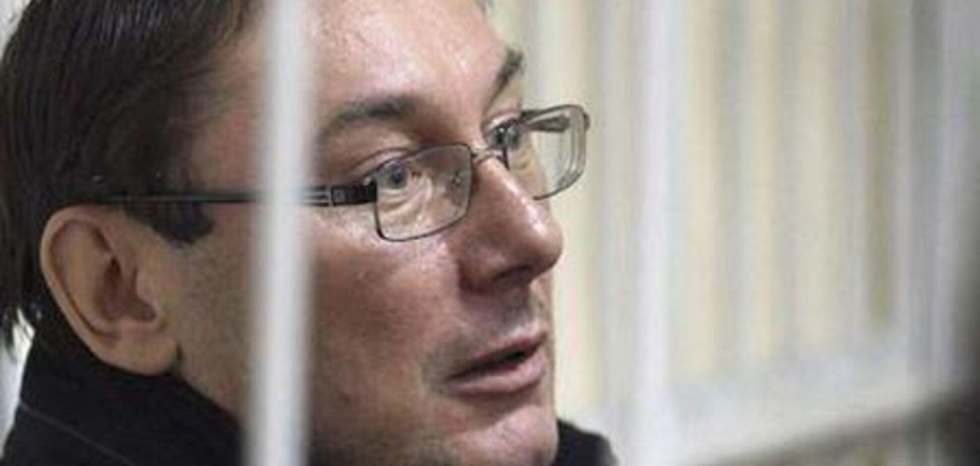 Луценко провозгласил себя военнопленным