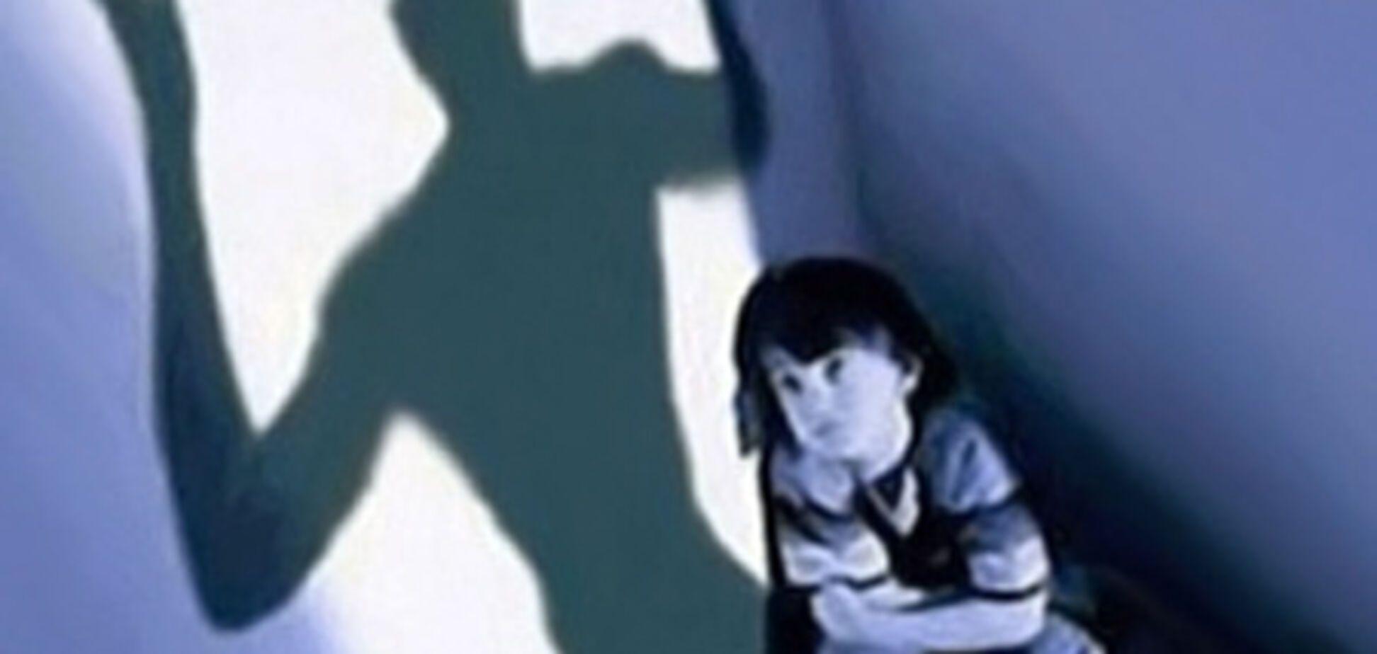 Пара алкоголиков пытала 4-летнюю дочь несколько дней