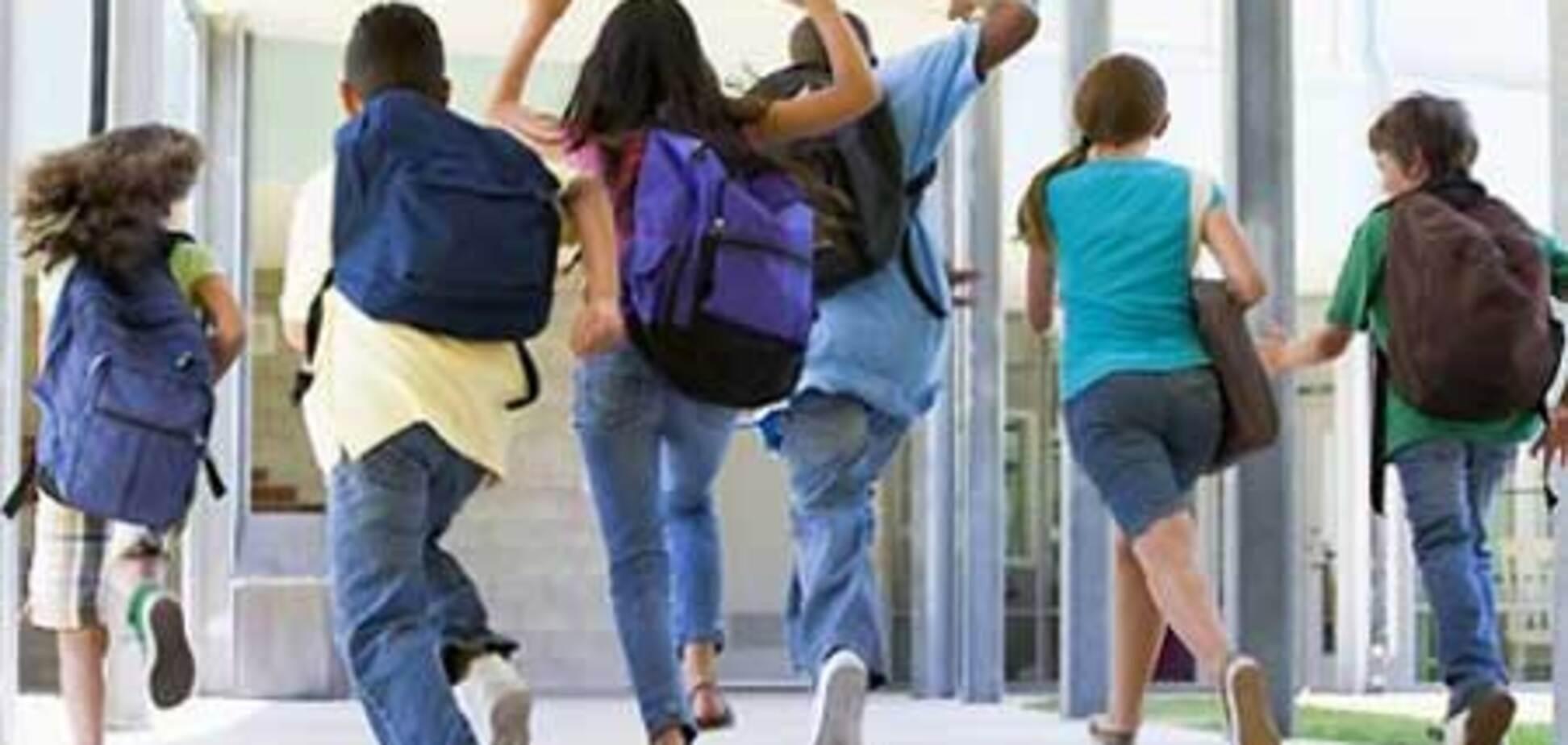 Мальчика выгнали со школы, решив, что он мужчина