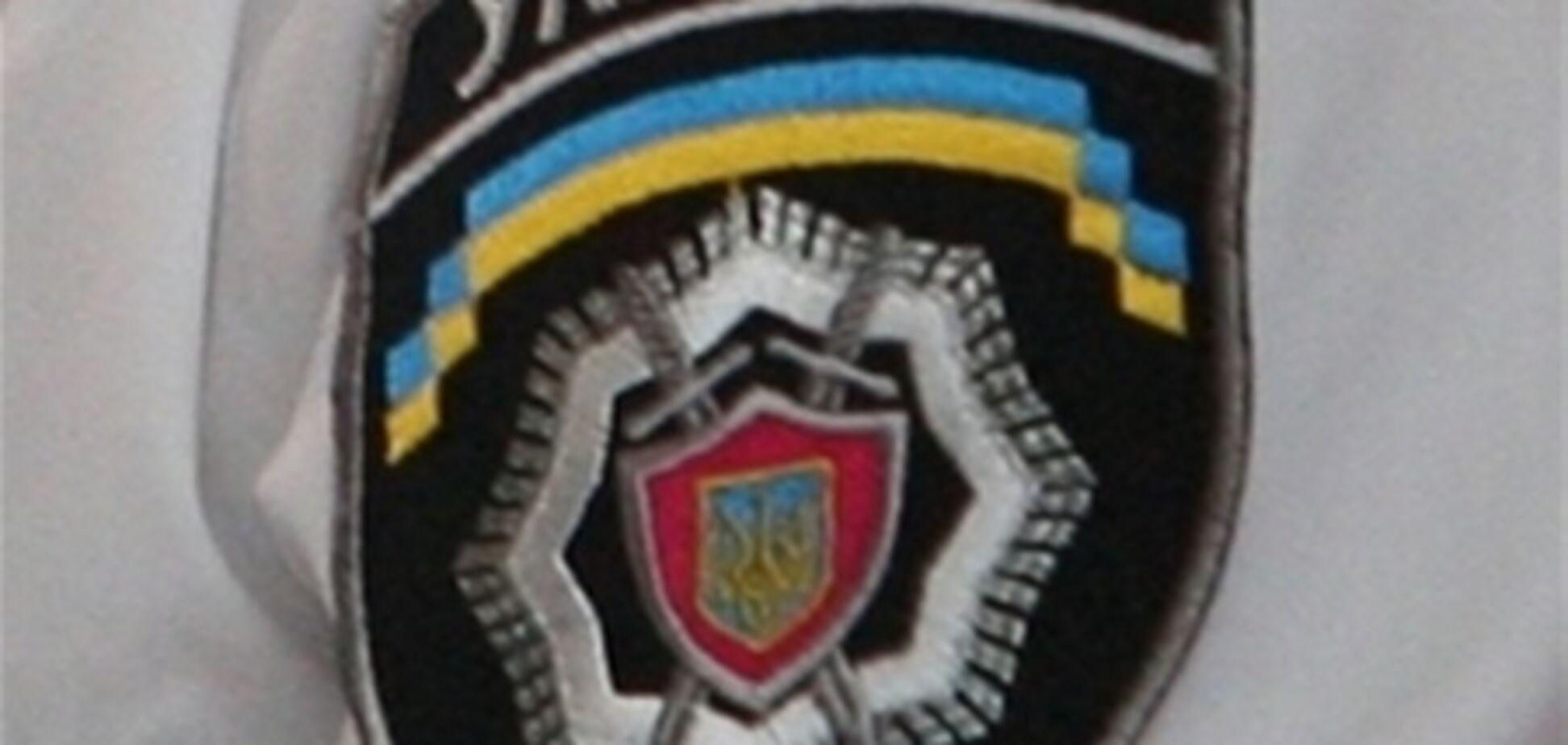 Милиция утверждает, что из окон отделений допрашиваемые прыгают сами