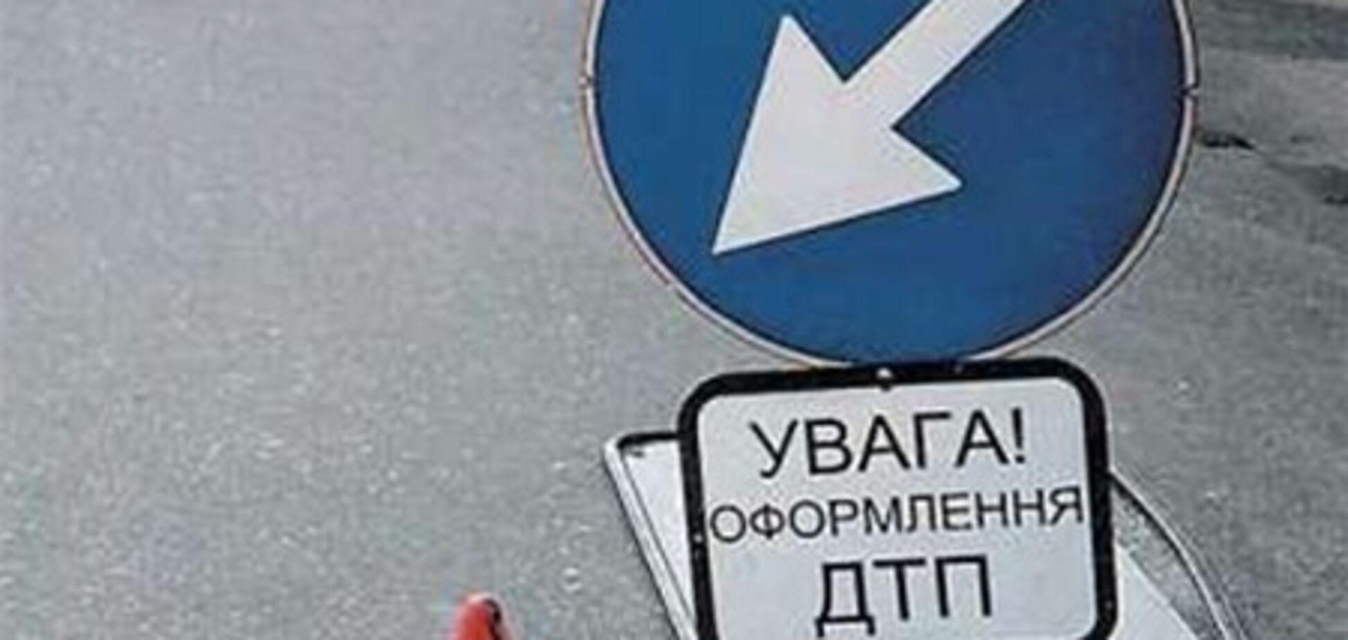 В Киеве столкнулись восемь машин. Есть пострадавшие