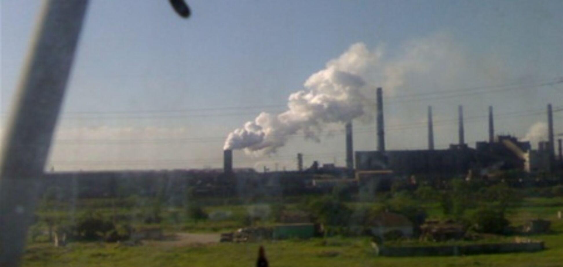 В Мариуполе обрушилось здание завода: есть жертвы
