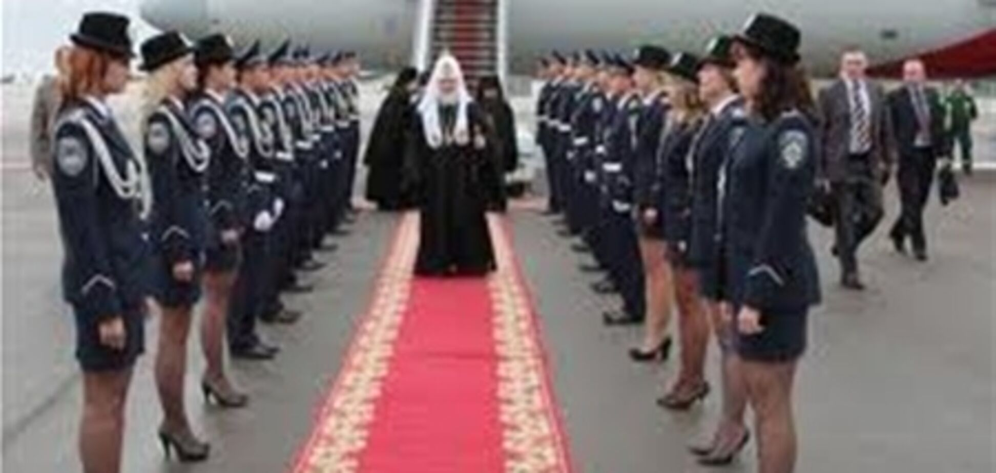 Кортеж Патриарха Кирилла на прогулке. ВИДЕО