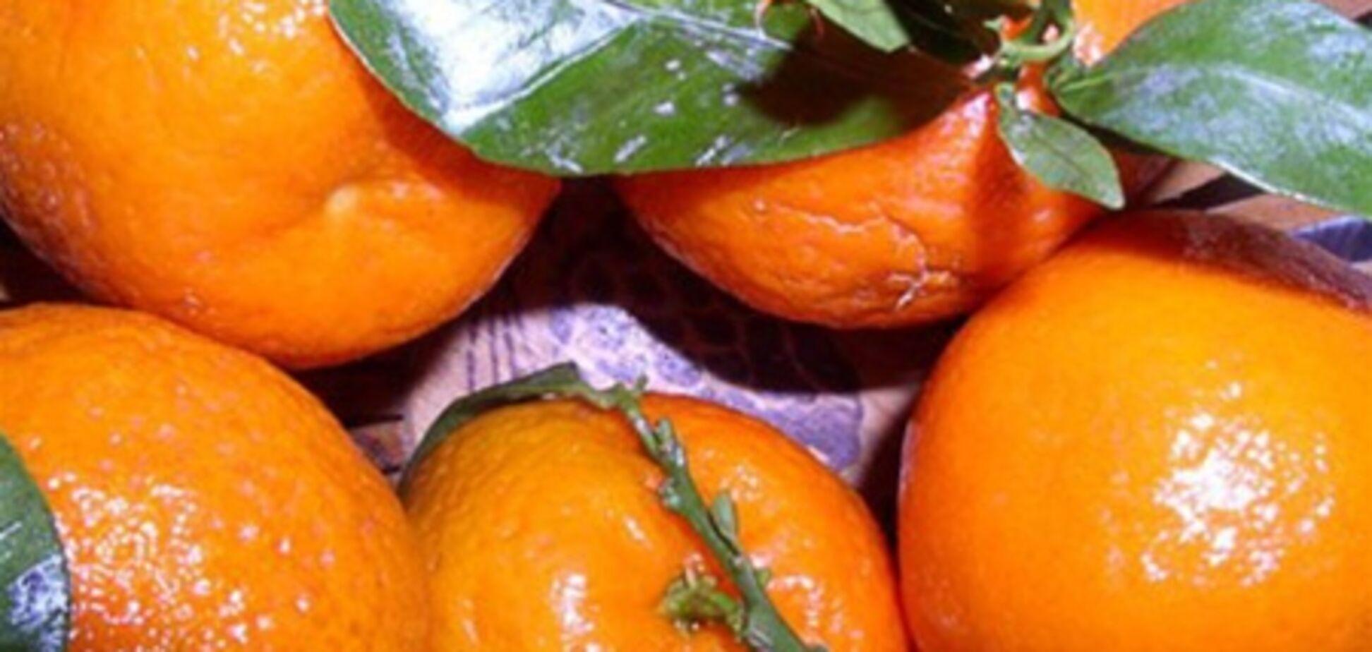 В Киеве загорелась  фура, заполненная мандаринами