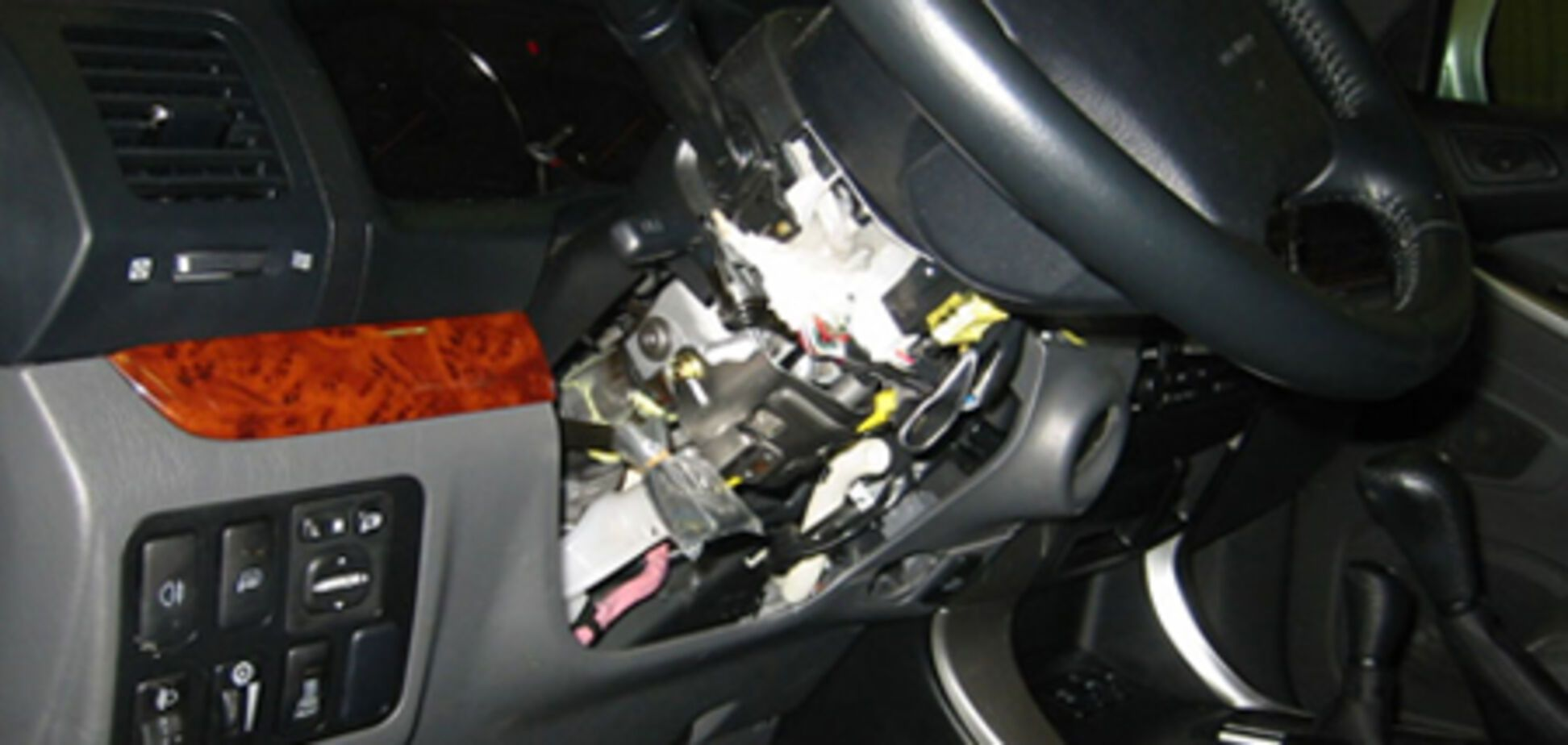 15-летний парень с ножом отобрал у хозяина машину