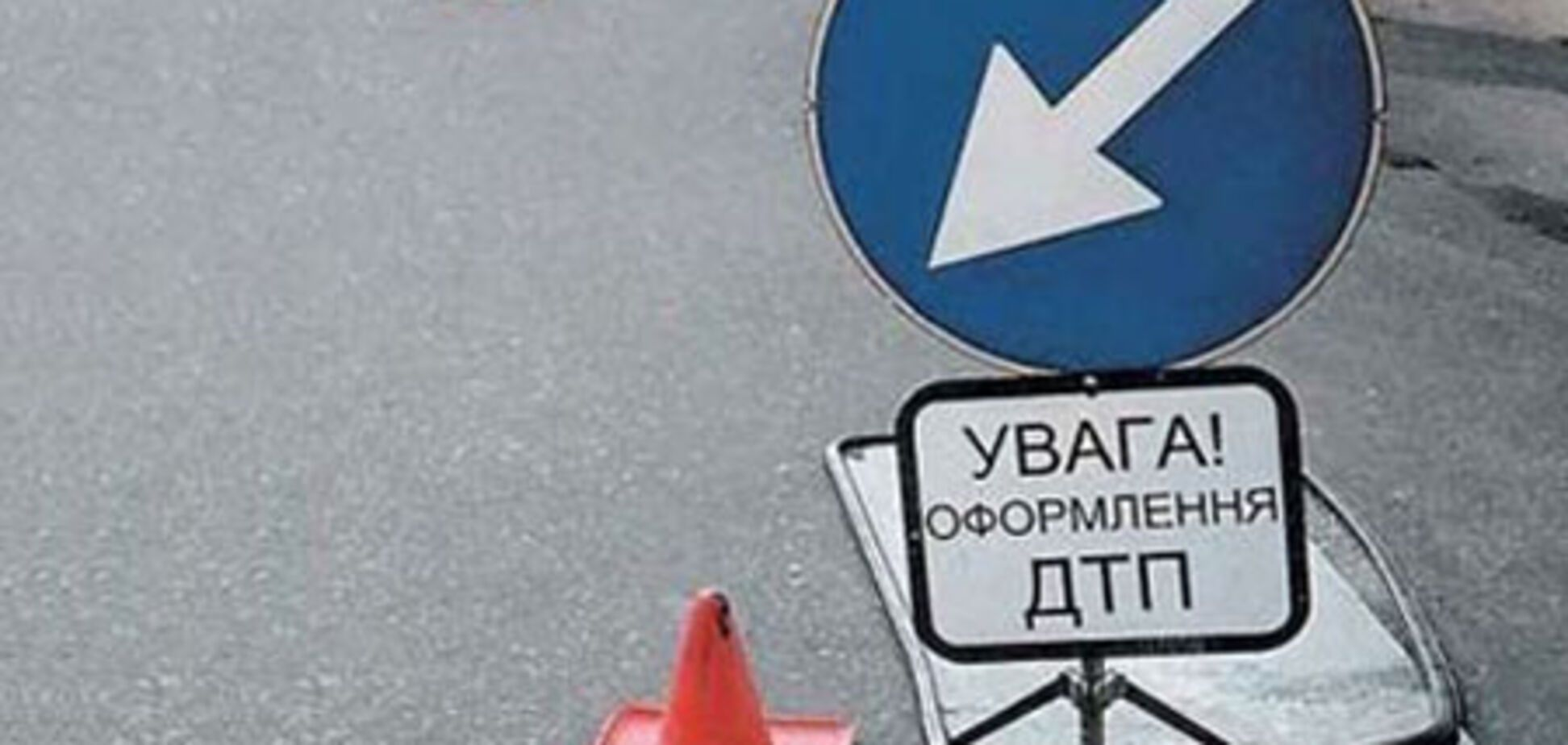 На Харьковщине легковушка врезалась в автобус