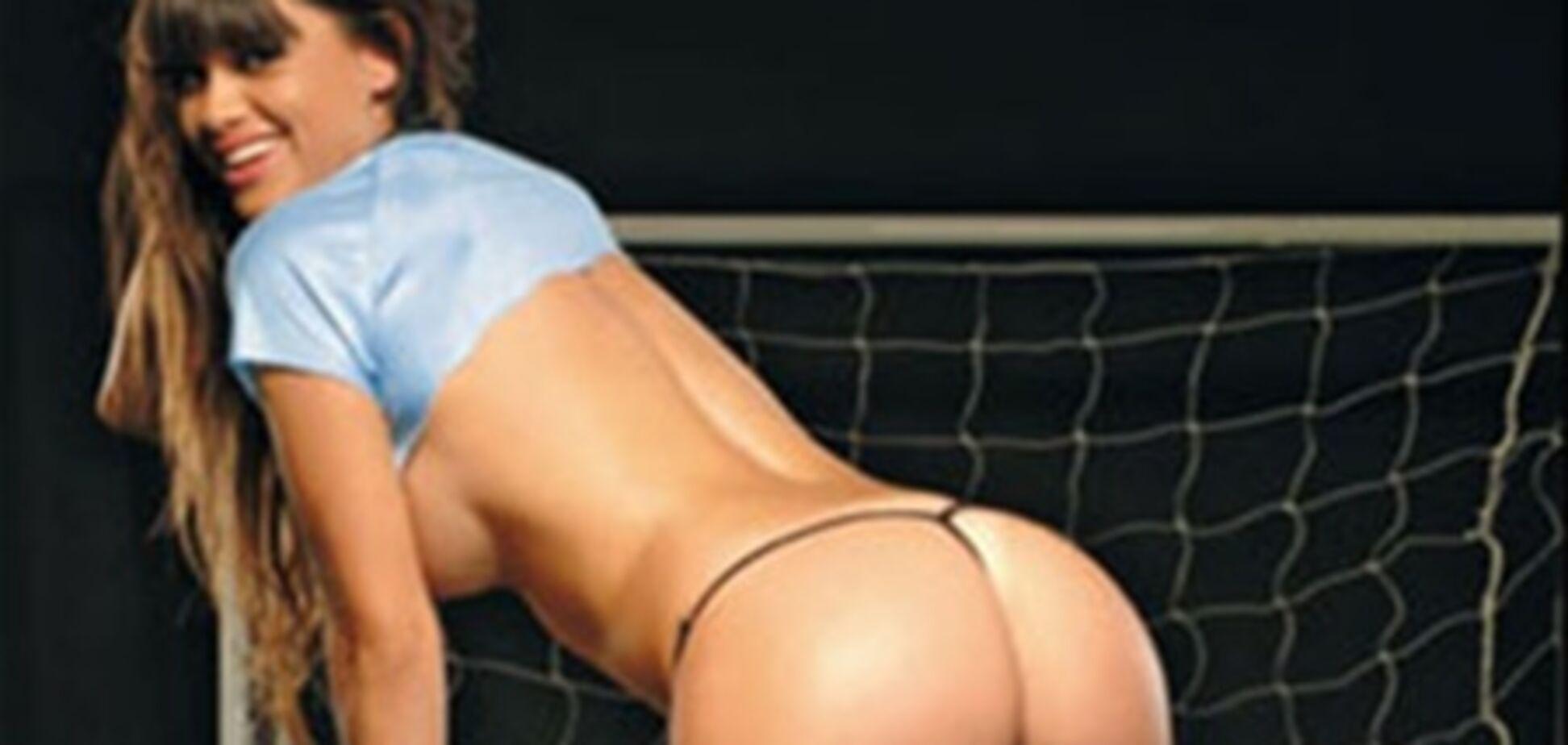 Лучший игрок ЧМ-2010 по футболу меняет топ-моделей, как перчатки
