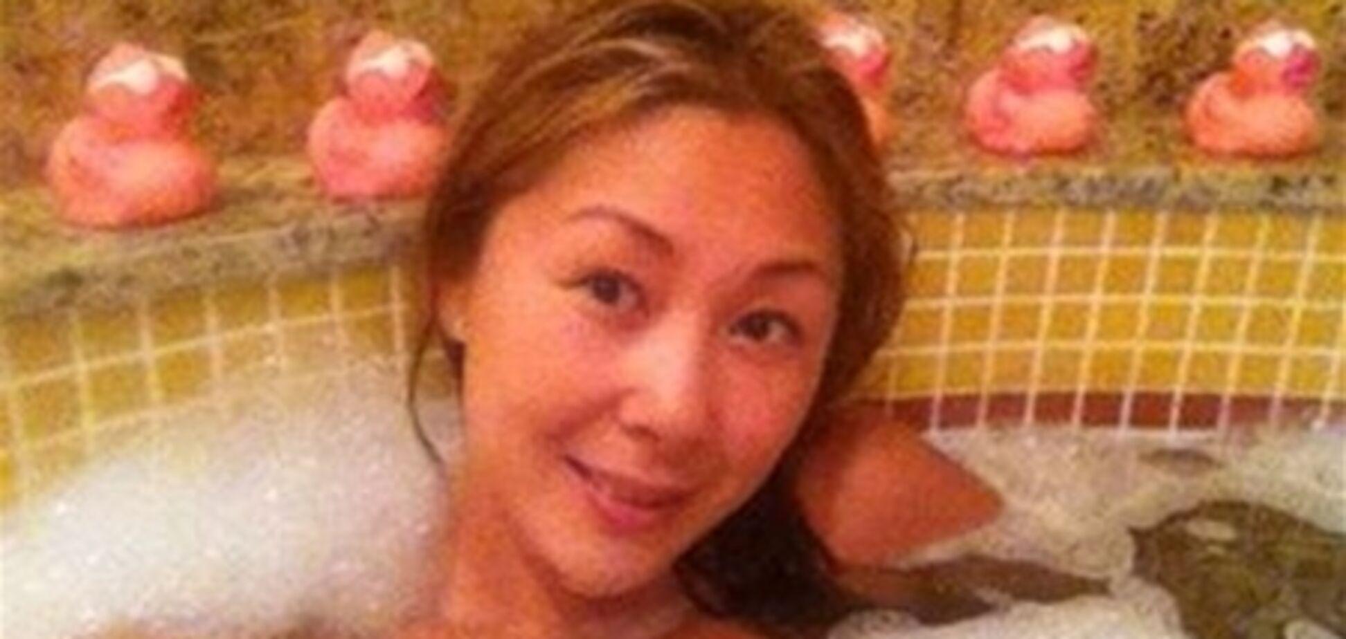 Про Аниту Цой в ванной
