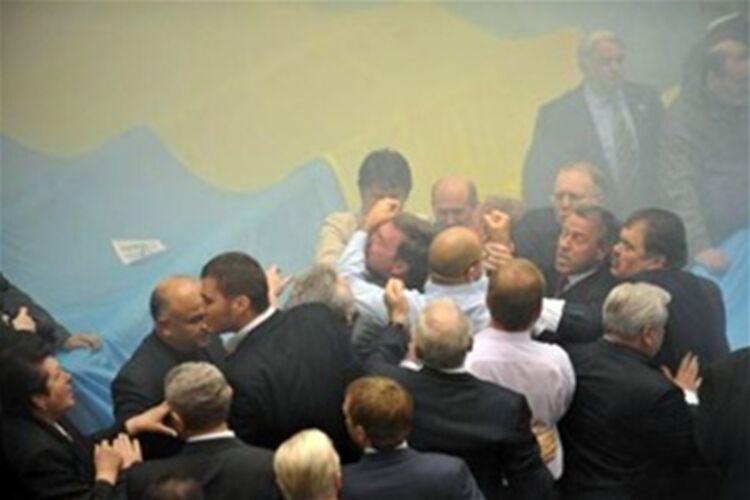 Представники УПЦ МП не пускали прихожан і нового настоятеля ПЦУ до церкви на Рівненщині - Цензор.НЕТ 9240
