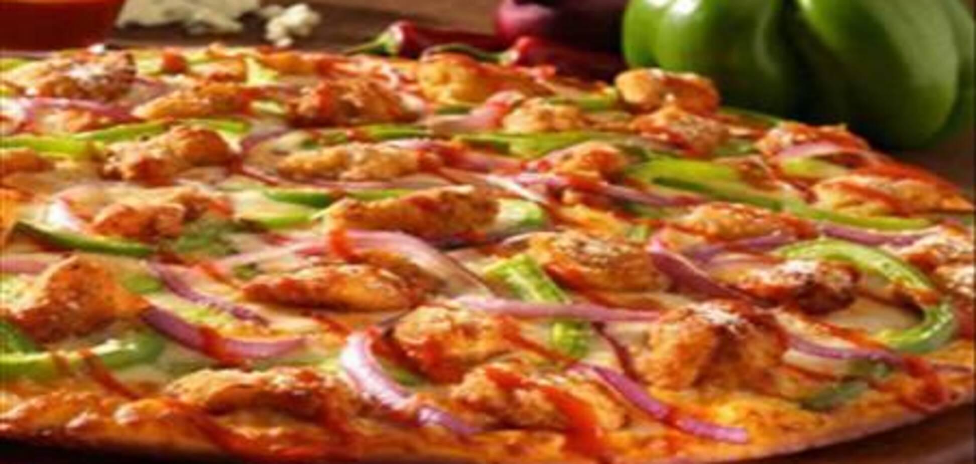 Пицца с мясом и колбасками