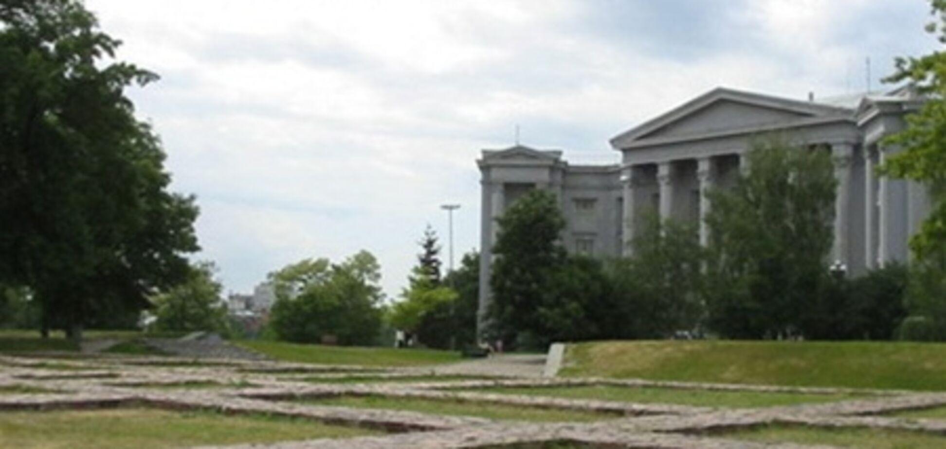 Фундамент Десятинной церкви не спасут от застройки