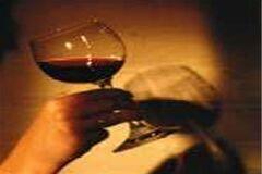Как красиво держать бокал вина